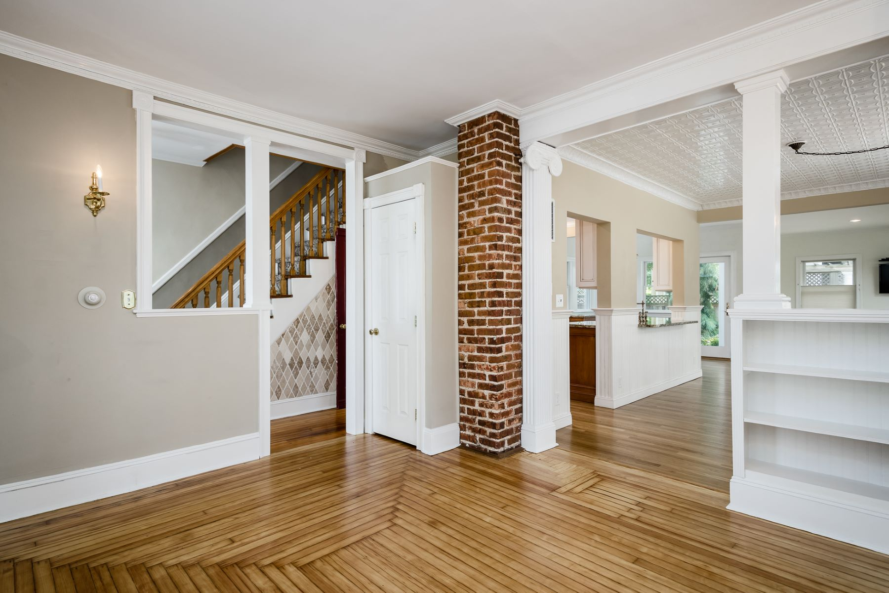 Additional photo for property listing at Tree Street Beauty Feels Like a Brand New House! 95 Spruce Street, Princeton, New Jersey 08540 United States
