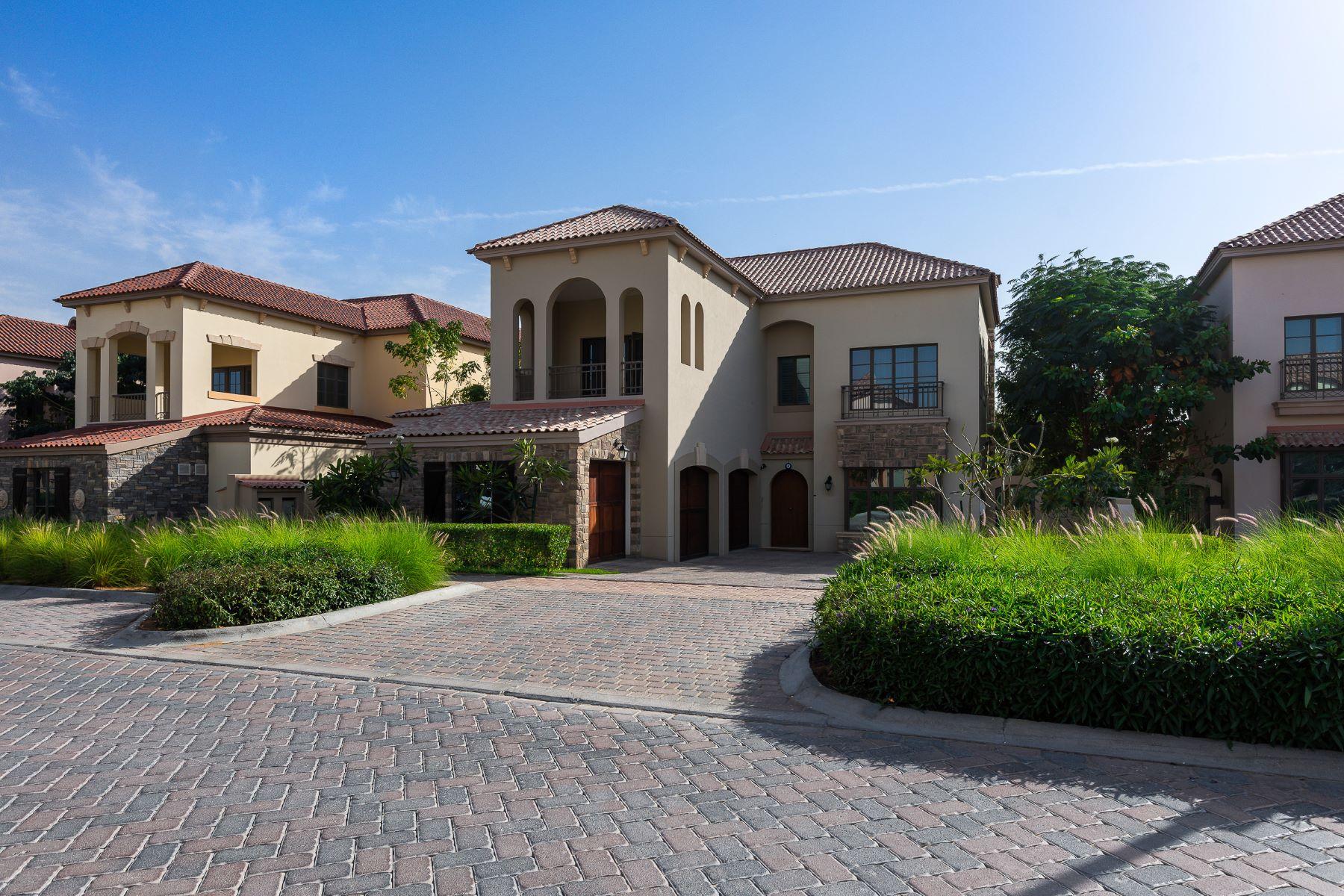 Частный односемейный дом для того Продажа на Upgraded Oakmont Earth Course Dubai, Объединенные Арабские Эмираты