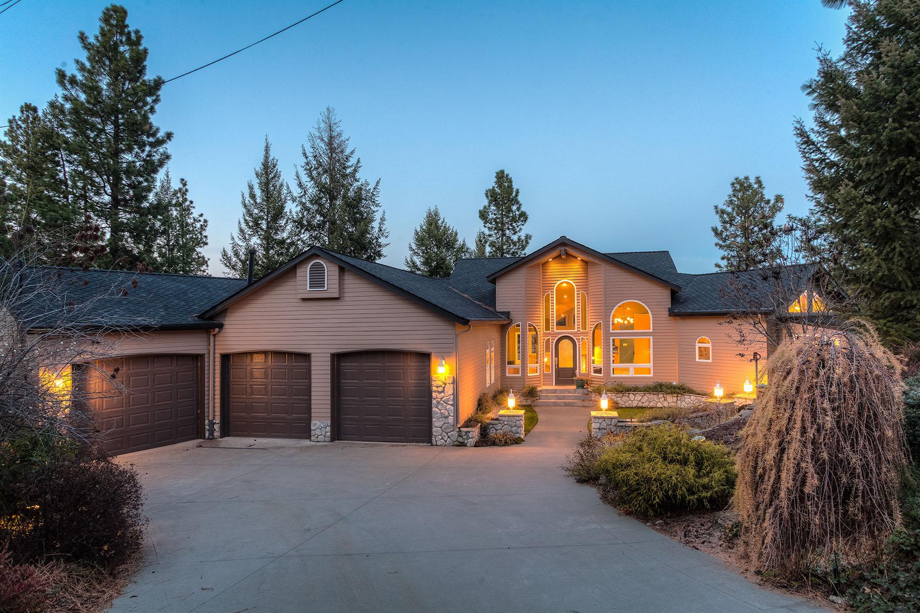 独户住宅 为 销售 在 Riverfront Contemporary Living on the Beautiful Spokane River 10439 W Shale Ct 斯特瀑布, 爱达荷州, 83854 美国