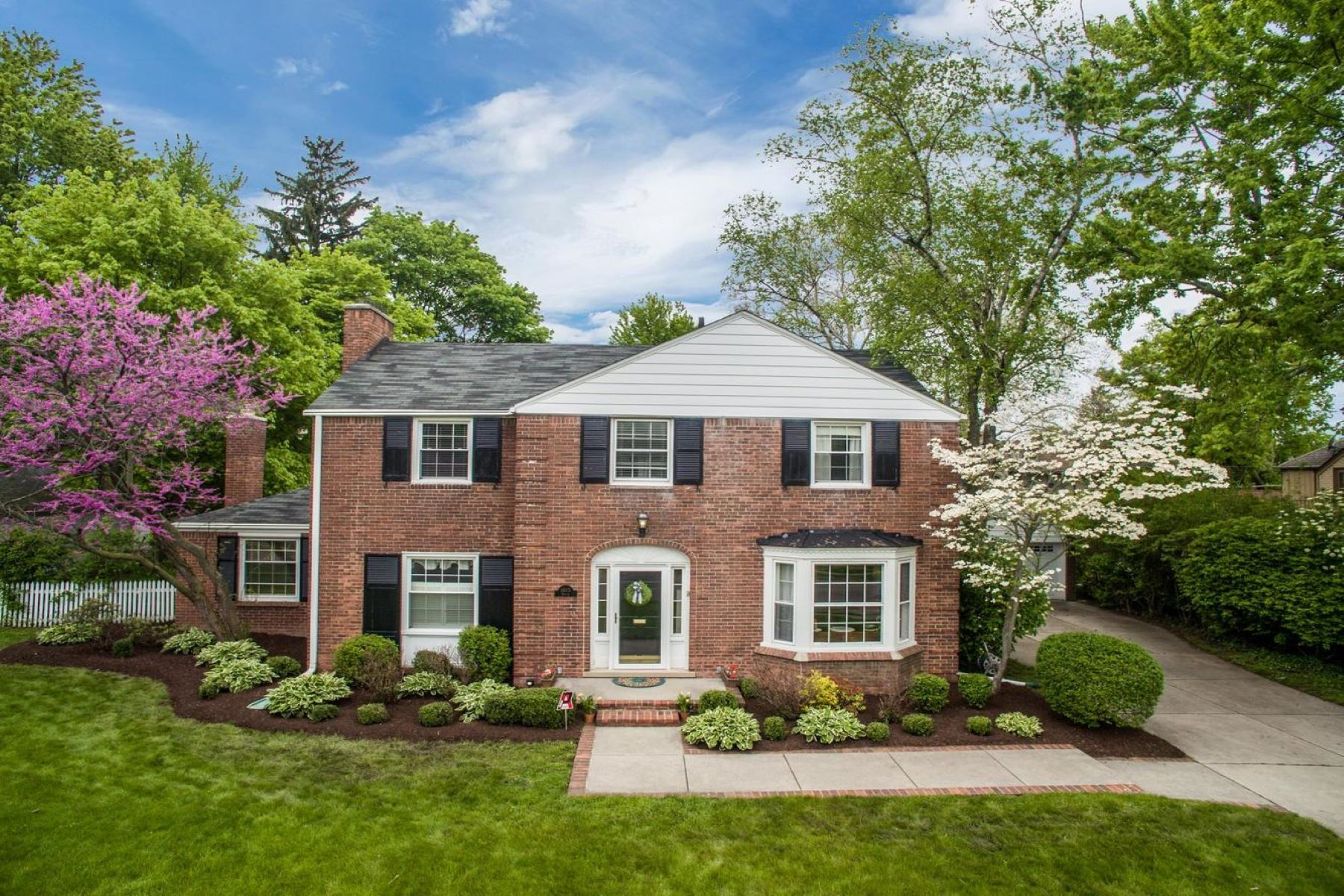 Single Family Homes for Sale at Grosse Pointe Park 1015 Bedford Rd Grosse Pointe Park, Michigan 48230 United States