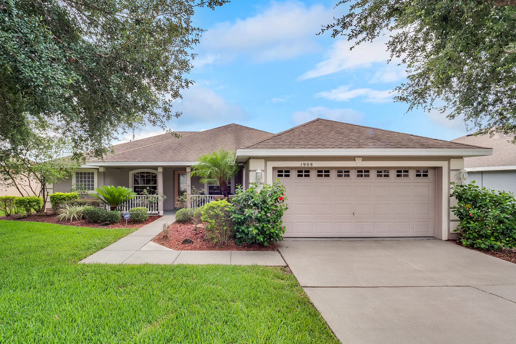 Single Family Homes for Sale at 1908 Southern Oak Loop Minneola, Florida 34715 United States