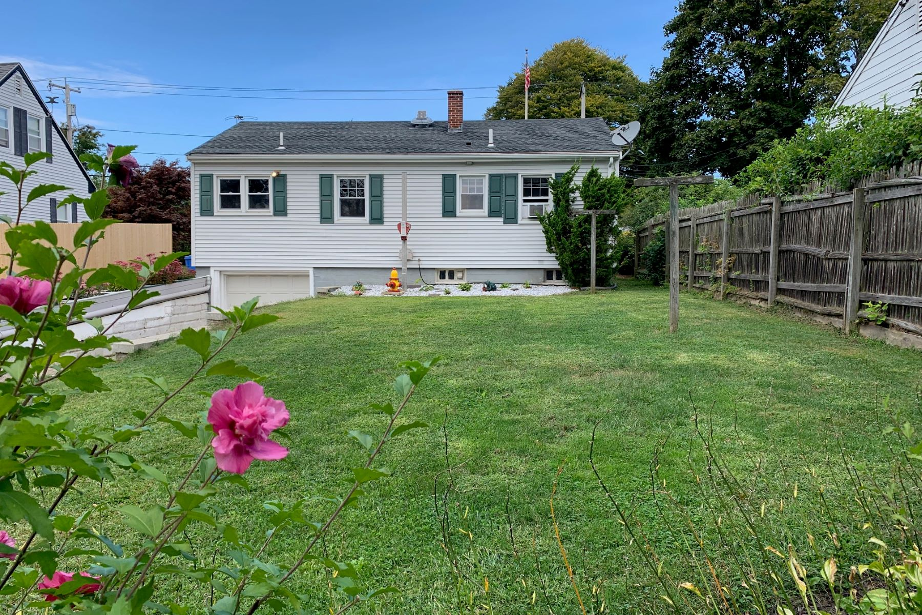 Additional photo for property listing at Middletown Cottage 115 Miantonomi Avenue Middletown, Rhode Island 02842 United States