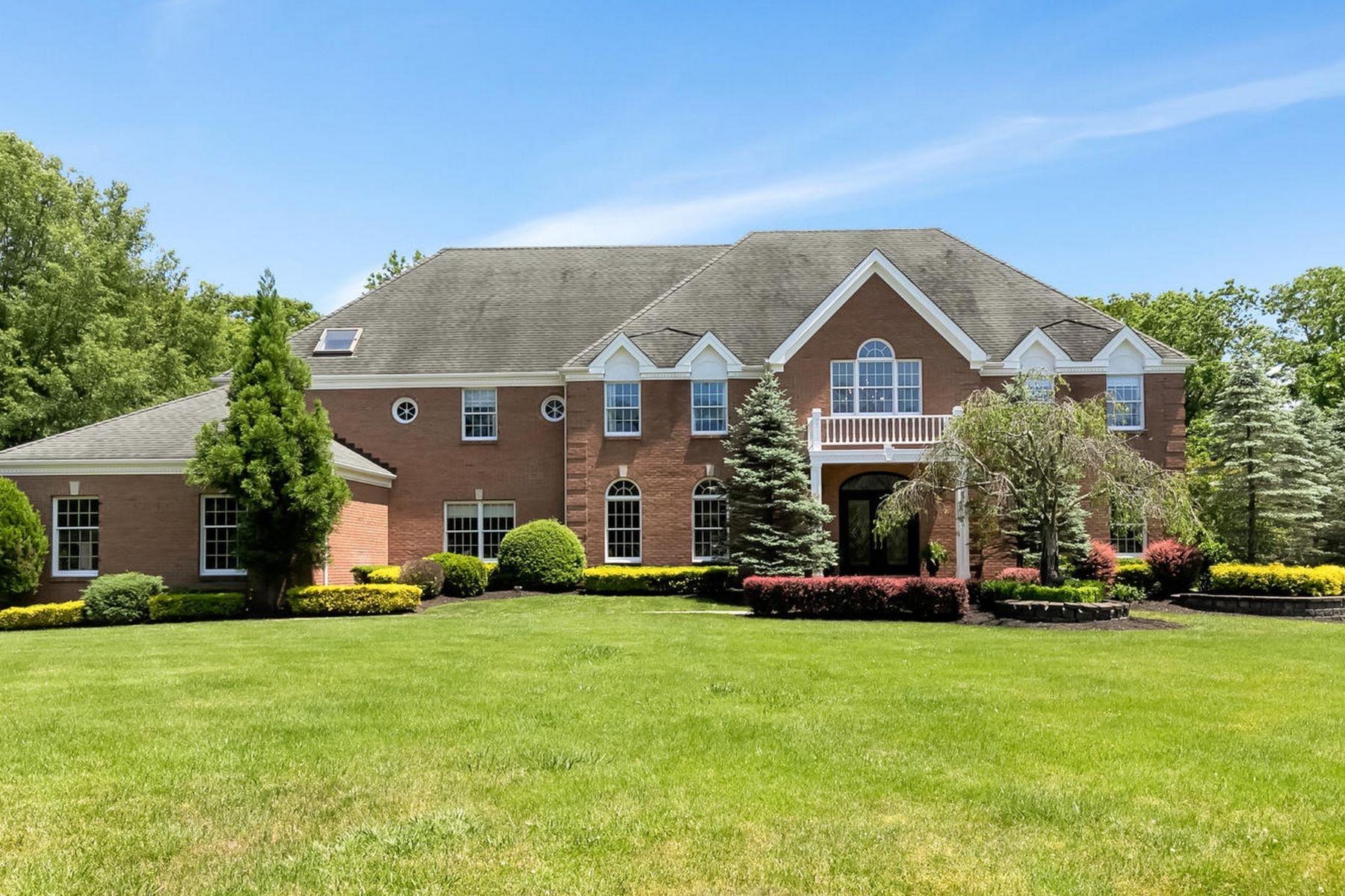 Single Family Homes para Venda às Captivating Colonial 2 Brittany Drive, Colts Neck, Nova Jersey 07722 Estados Unidos