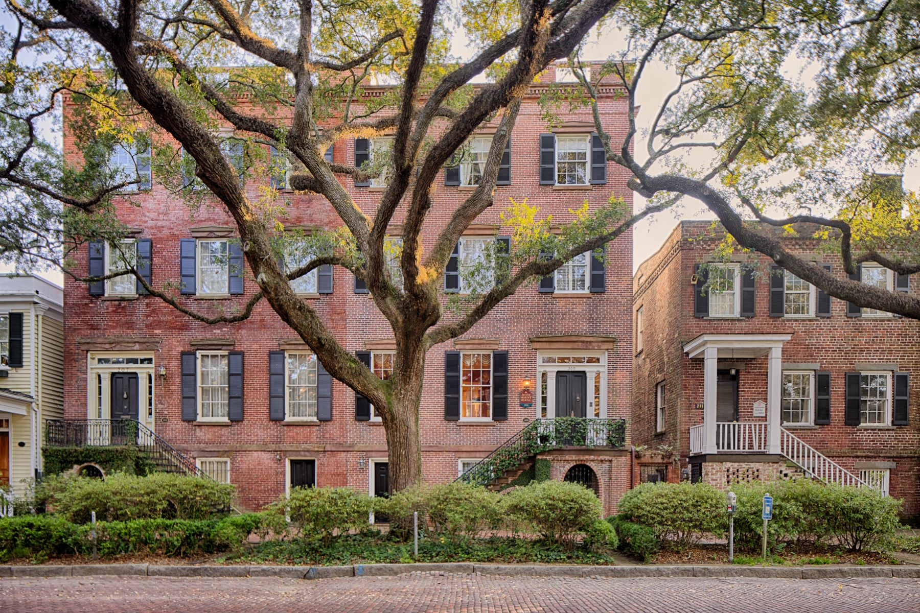 townhouses للـ Sale في 209 W Jones St Savannah, Georgia 31401 United States