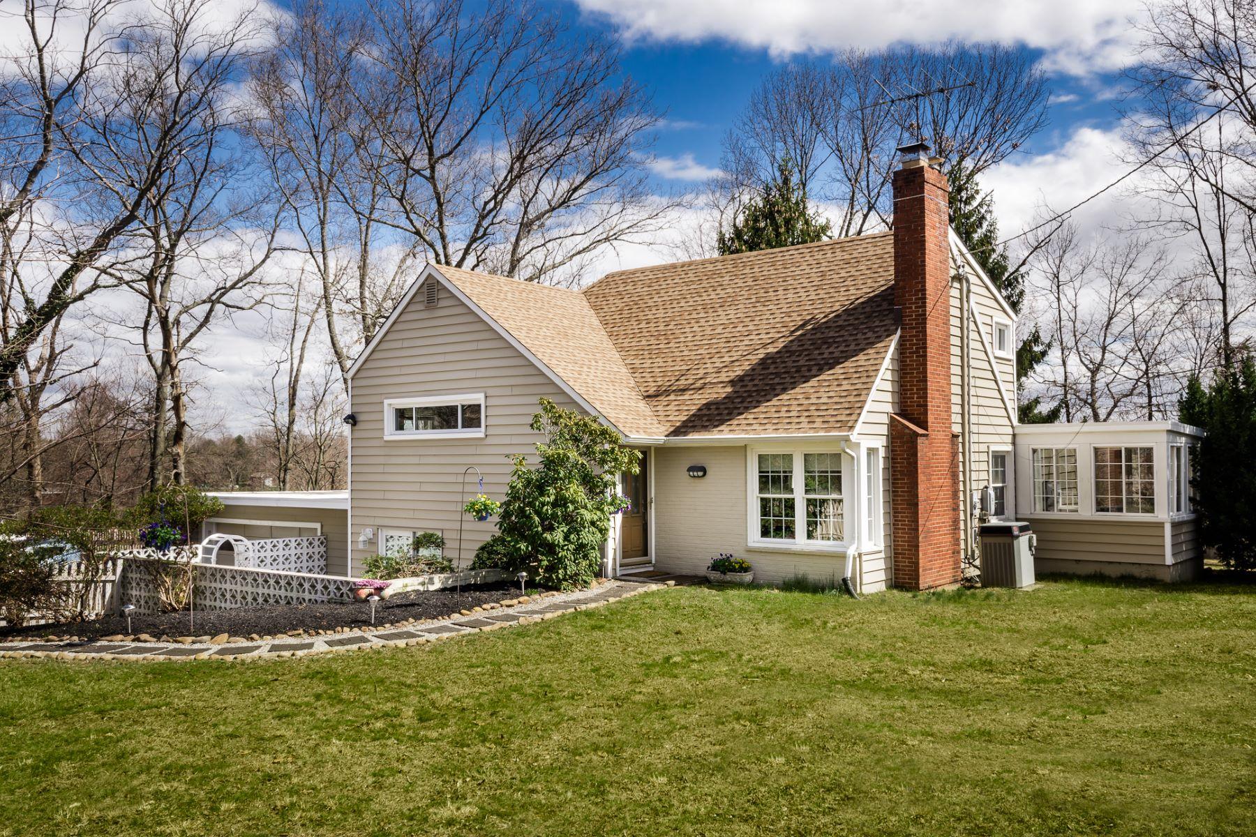 Частный односемейный дом для того Продажа на On a Generous Lot and Conveniently Located 115 Rabbit Hill Road W Windsor Township, 08550 Соединенные Штаты