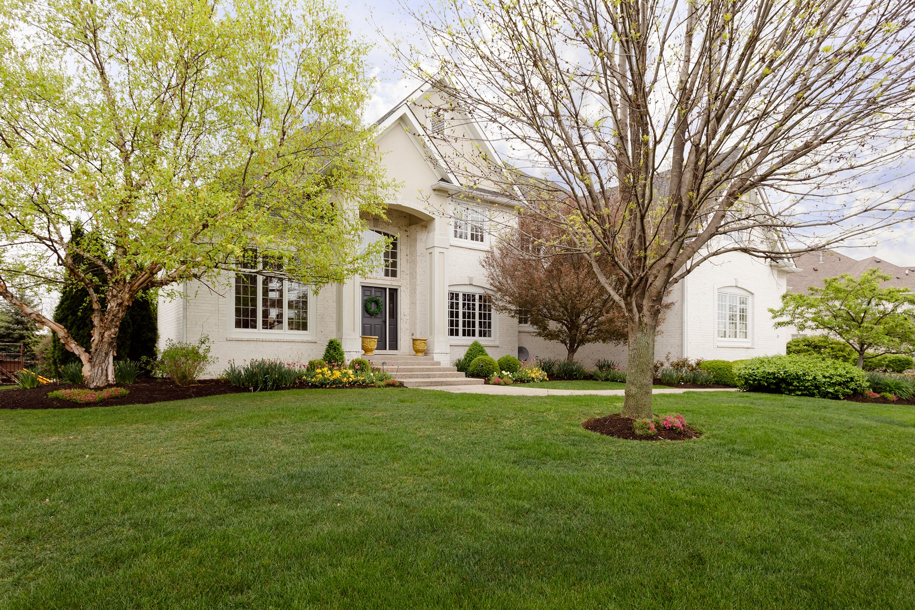 Single Family Home for Sale at Simply Perfection 924 Doe Run Drive Carmel, Indiana, 46032 United States