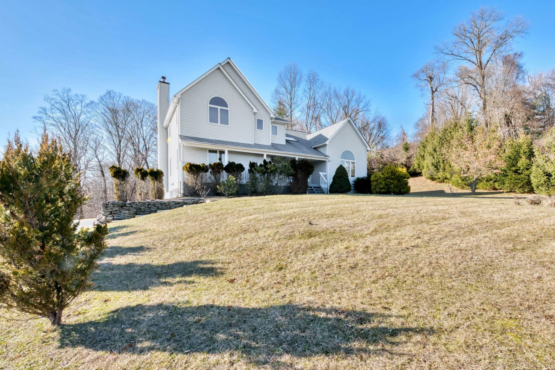 Single Family Homes for Sale at Contemporary/Colonial on 1.86 Acres 5 Janna Court Chestnut Ridge, New York 10977 United States