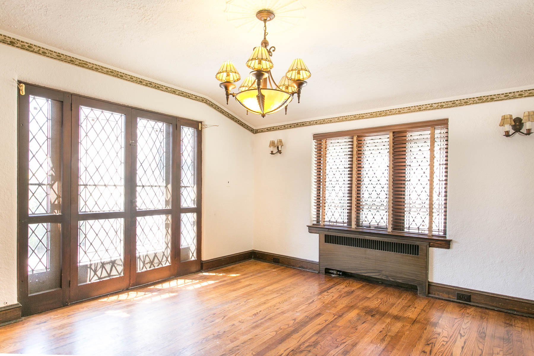 "Additional photo for property listing at ""GARDENS TREASURE"" 97 Groton Street, Forest Hills Gardens, Forest Hills, Nueva York 11375 Estados Unidos"