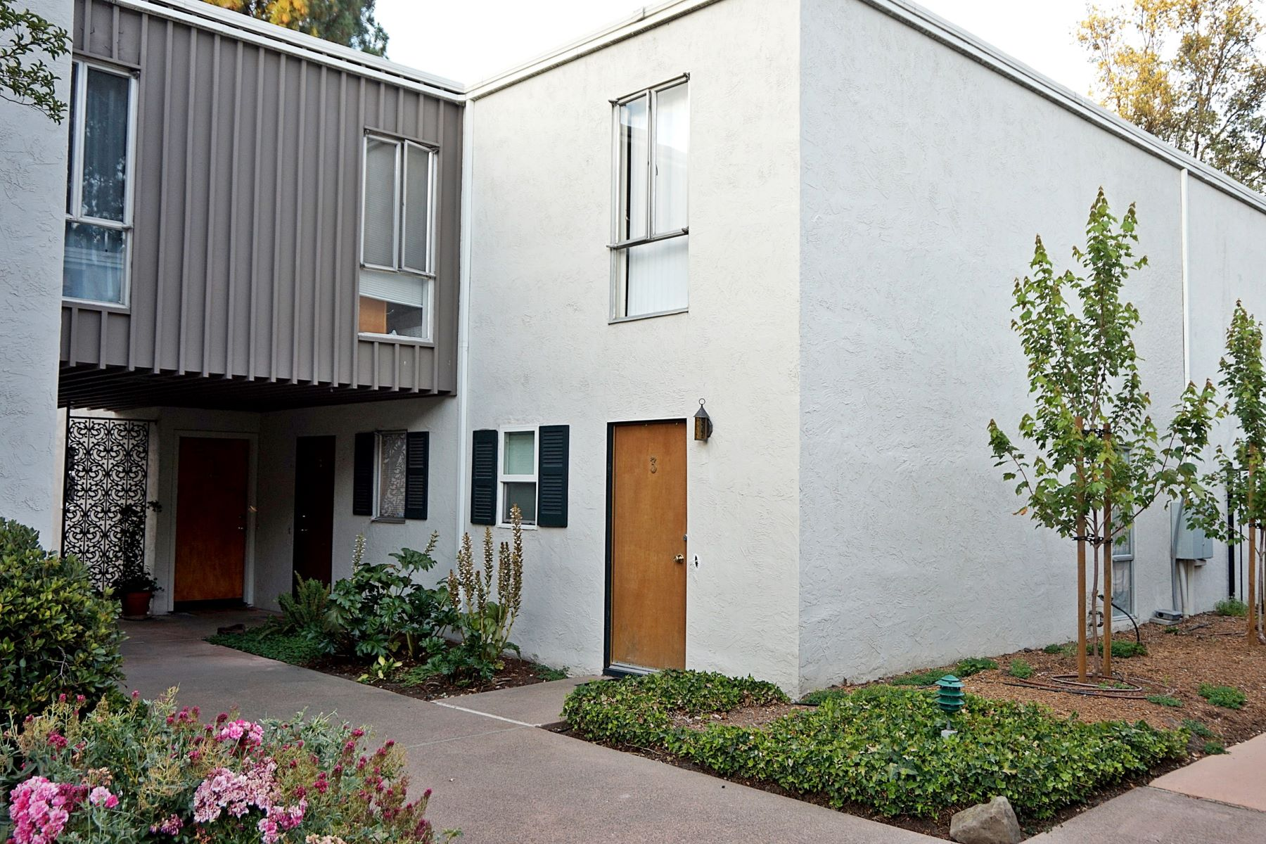 Condominiums for Sale at Lovely Bright Condo 1411 Creekside Drive #1 Walnut Creek, California 94596 United States