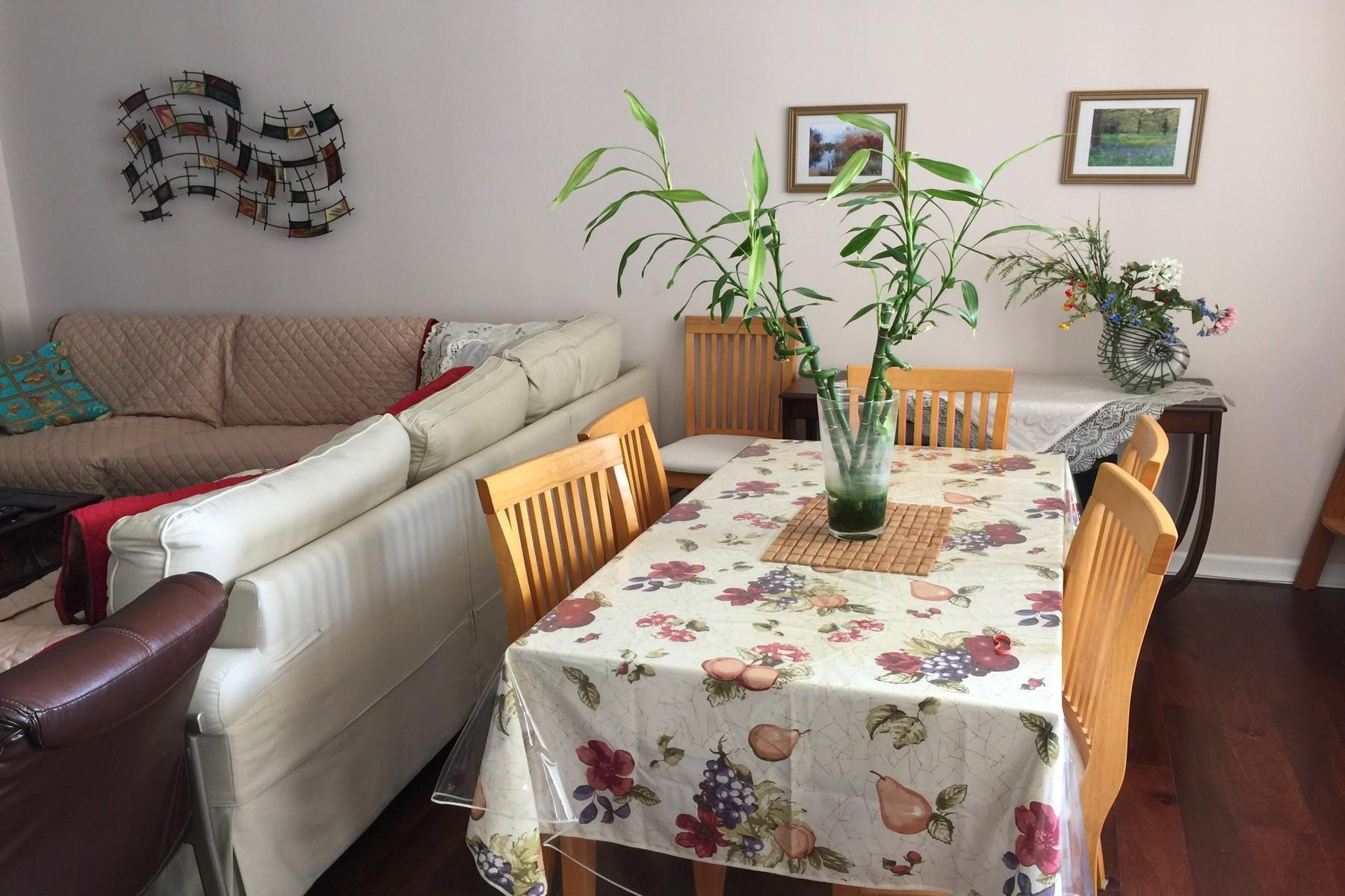 Nhà chung cư vì Bán tại Winston Tower's 300 Winston Drive, #312, Cliffside Park, New Jersey 07010 Hoa Kỳ