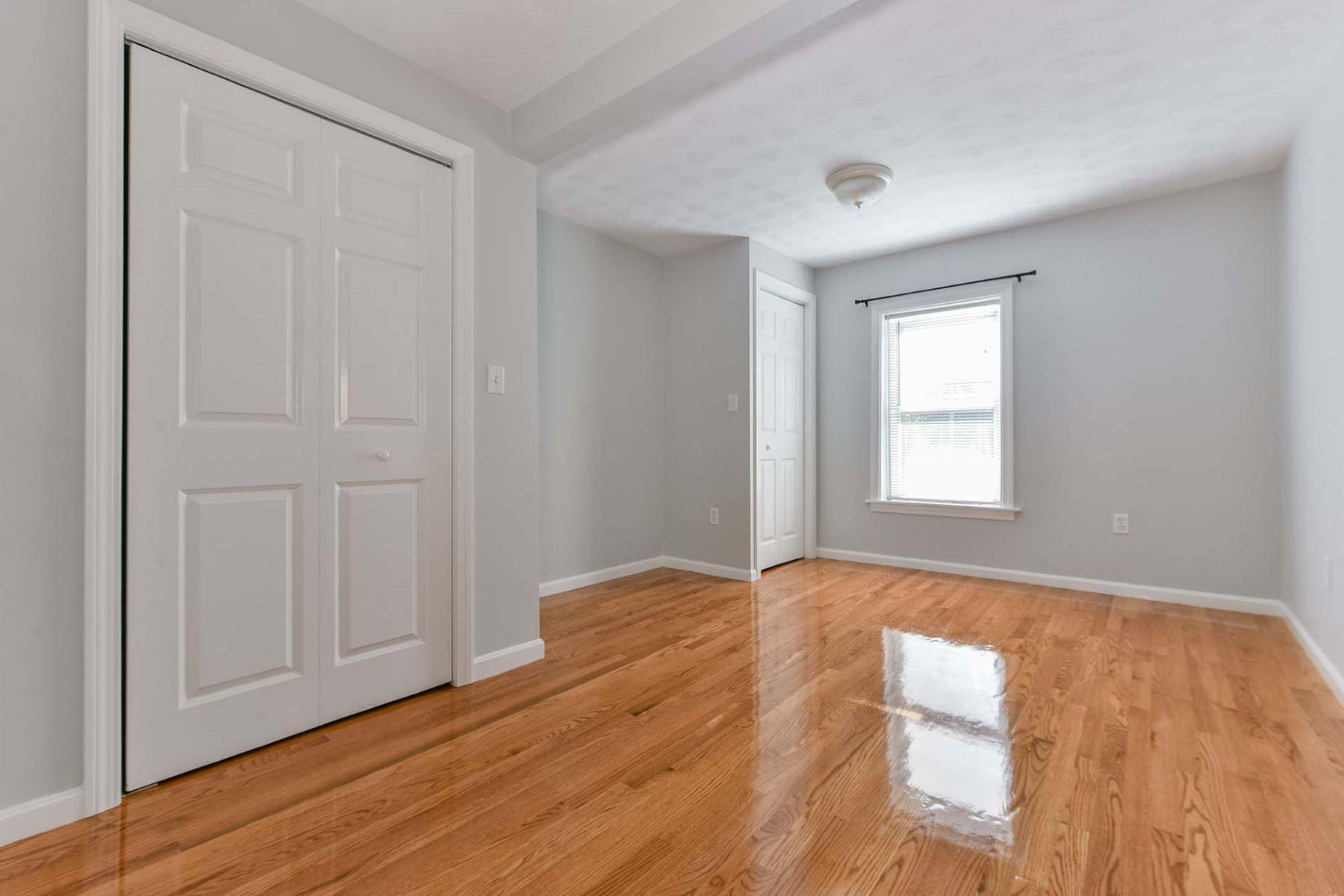 Additional photo for property listing at 240 Paris Street 2, Boston 240 Paris St 2 Boston, Massachusetts 02128 United States
