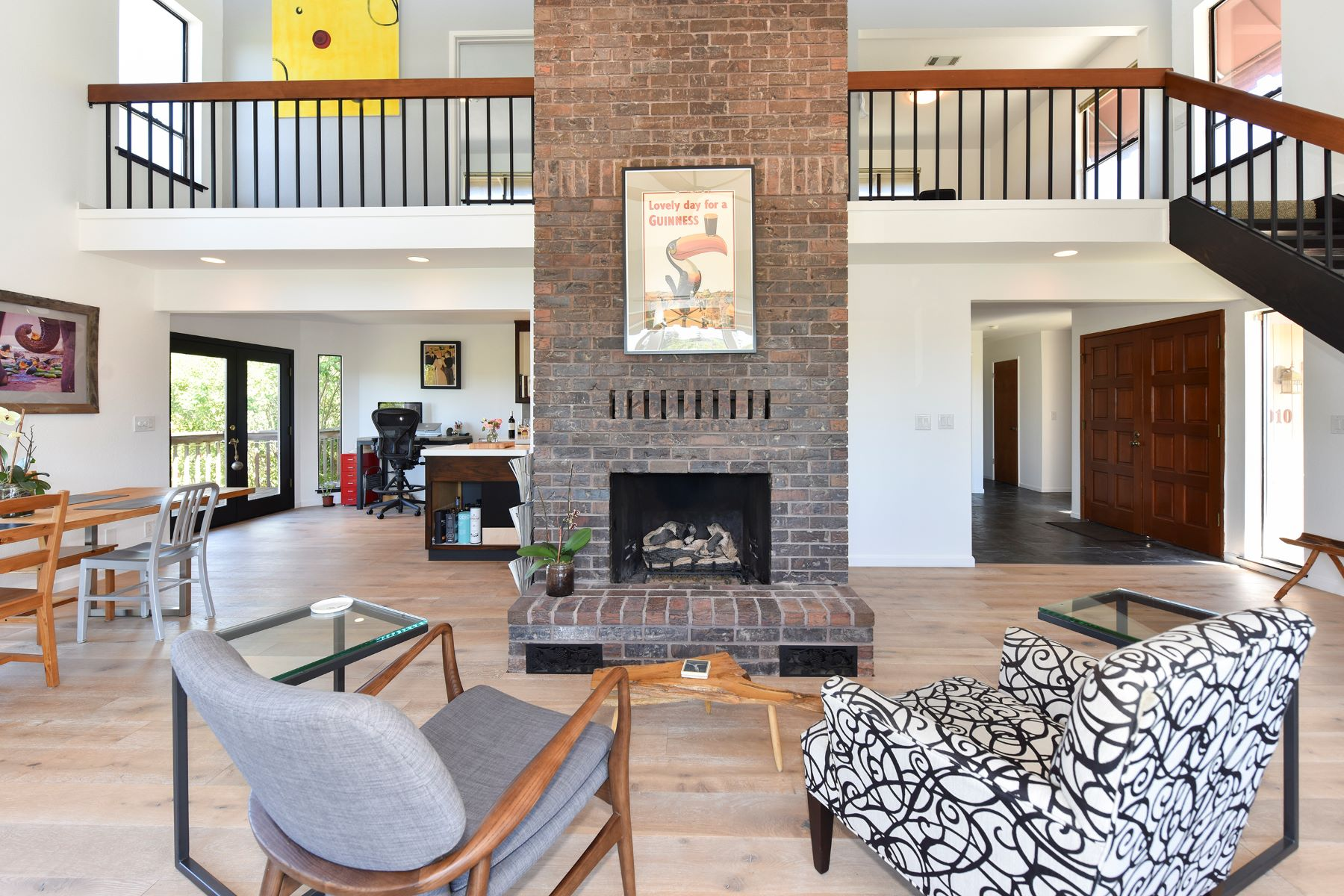 Casa para uma família para Venda às An Elegant and Updated Home in East Side Napa 1010 Oakmont Court Napa, Califórnia, 94559 Estados Unidos