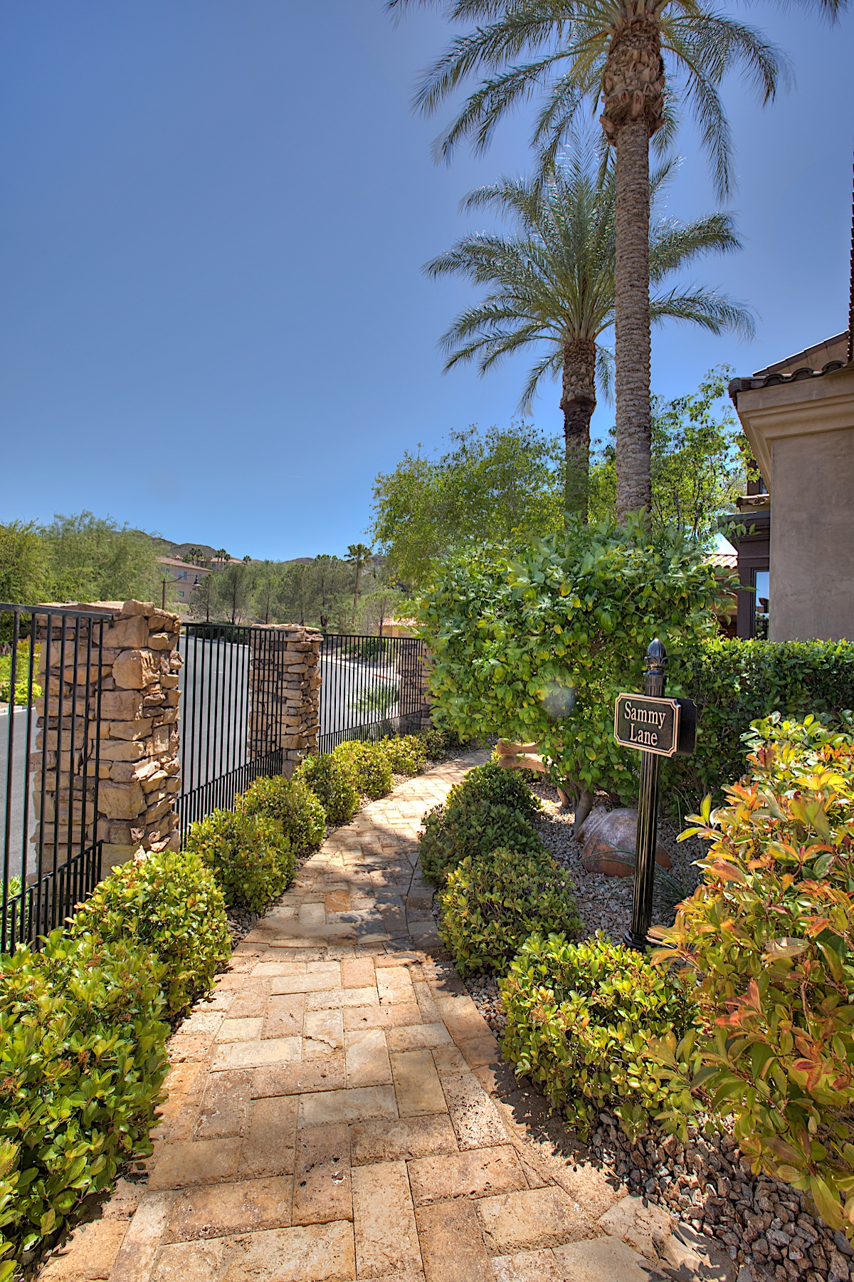 Additional photo for property listing at 8 Rue Du Palais Court,  Henderson, NV 89011  Henderson, Nevada 89011 United States