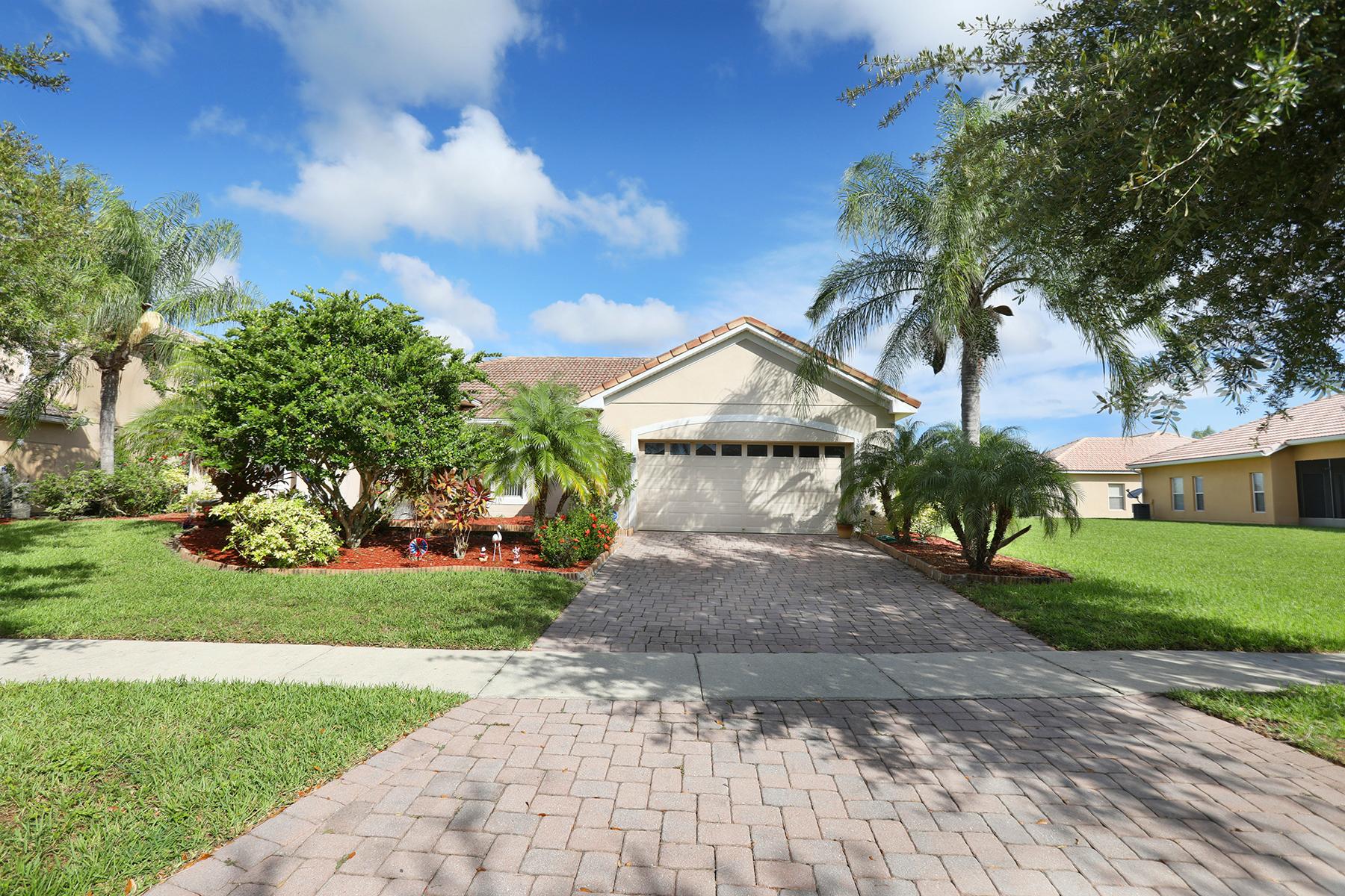 Single Family Homes für Verkauf beim KISSIMMEE 3552 Valleyview Dr, Kissimmee, Florida 34746 Vereinigte Staaten