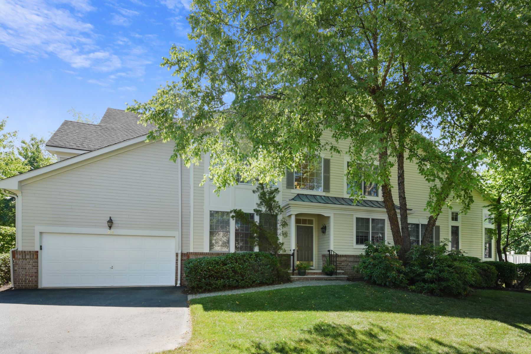 townhouses por un Venta en Fabulous Location in Sterling Green! 22 Schindler Way Fairfield, Nueva Jersey 07004 Estados Unidos