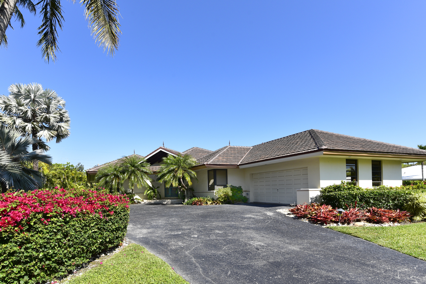 Additional photo for property listing at Wonderful Family Home at Ocean Reef 12 Bay Ridge Road Key Largo, Florida 33037 Hoa Kỳ