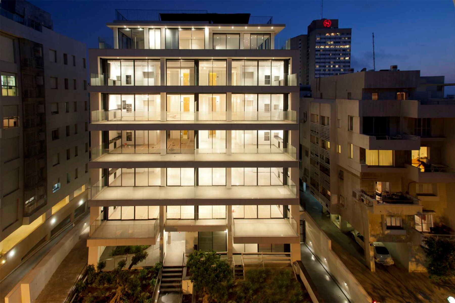 Additional photo for property listing at Sea View Refined Apartment at Mediterranean Seaside Tel Aviv, Israel Israël
