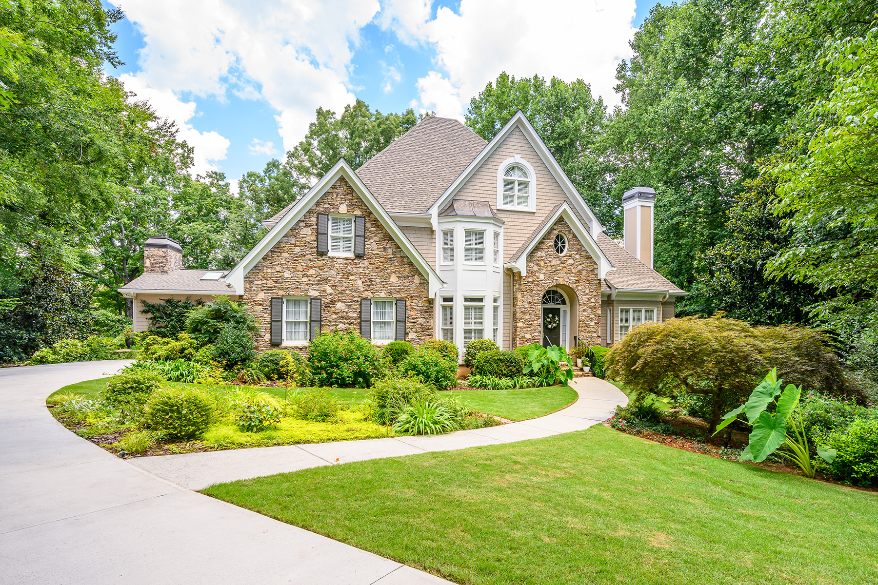 Single Family Homes for Active at Spectacular Retreat on Golf Course in Royal Lakes 4808 High Aston Flowery Branch, Georgia 30542 United States