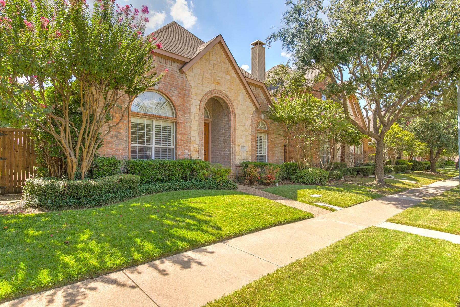 Single Family Homes for Sale at Charming 1 story in Valley Ranch 222 Heatherwood Drive Irving, Texas 75063 United States