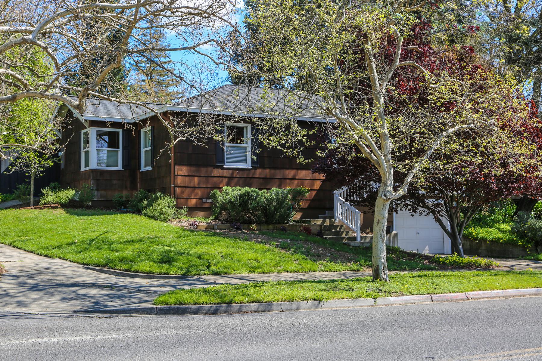 Maison unifamiliale pour l Vente à A Serene Bungalow near Downtown Napa 670 Silverado Trail Napa, Californie, 94558 États-Unis
