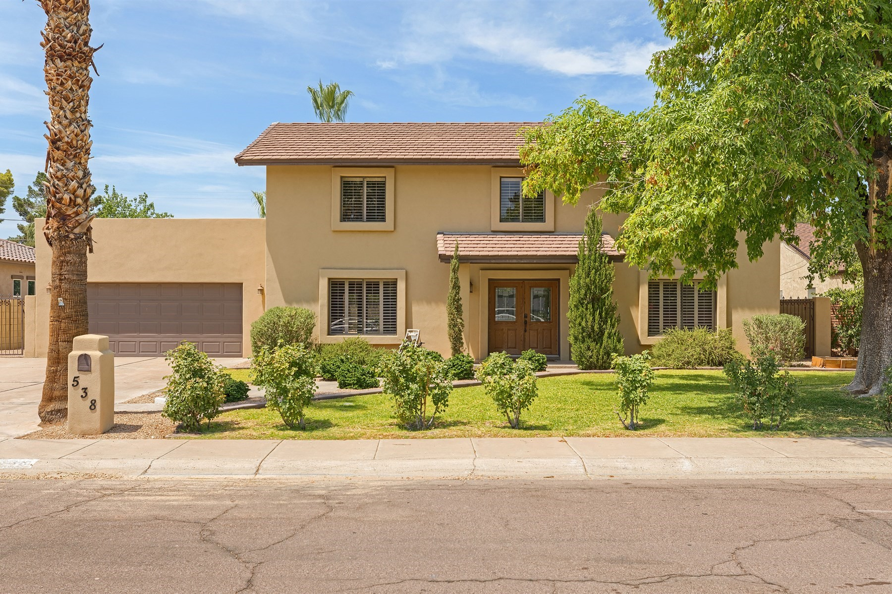 独户住宅 为 销售 在 Charming home in highly desired North Central Phoenix location 538 W Las Palmaritas Dr 菲尼克斯(凤凰城), 亚利桑那州, 85021 美国