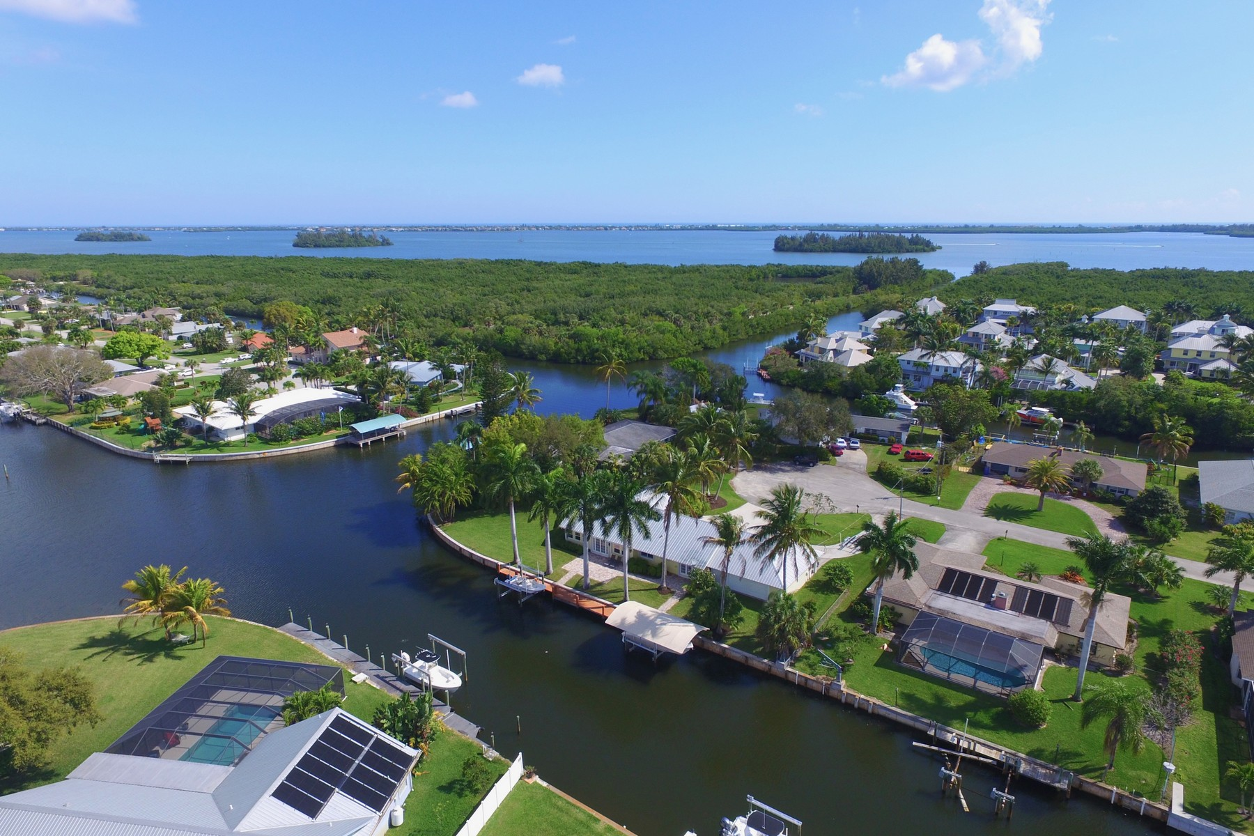 Single Family Homes for Sale at Completely Renovated Canalfront Home with Quick Access to Intracoastal! 2203 Sixth Avenue SE Vero Beach, Florida 32962 United States