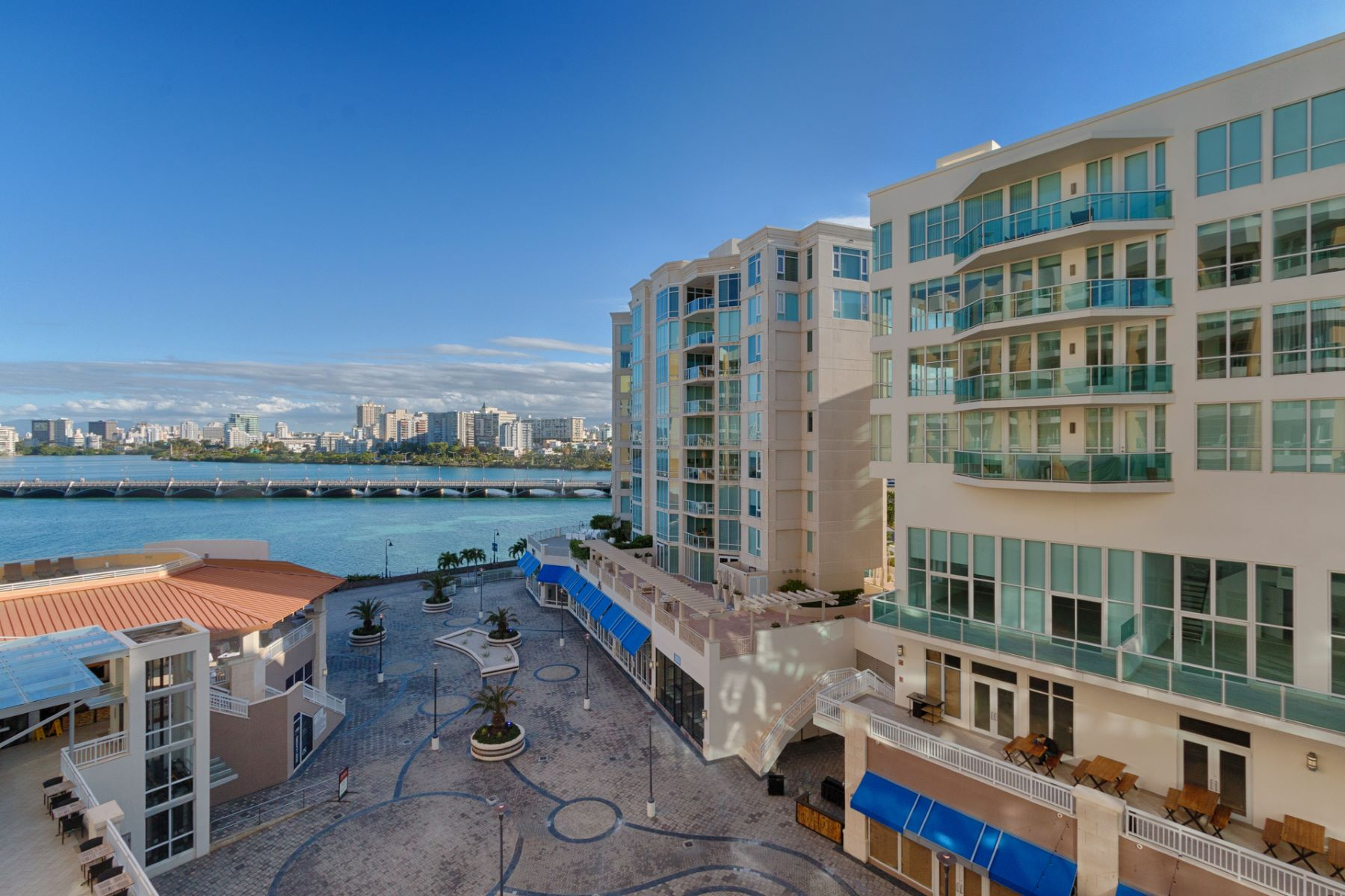 Additional photo for property listing at Exciting Sixth Floor Residence with Private Pool at Bahia Plaza 25 Munoz Rivera Avenue apt 601 San Juan, Puerto Rico 00901 푸에르토리코