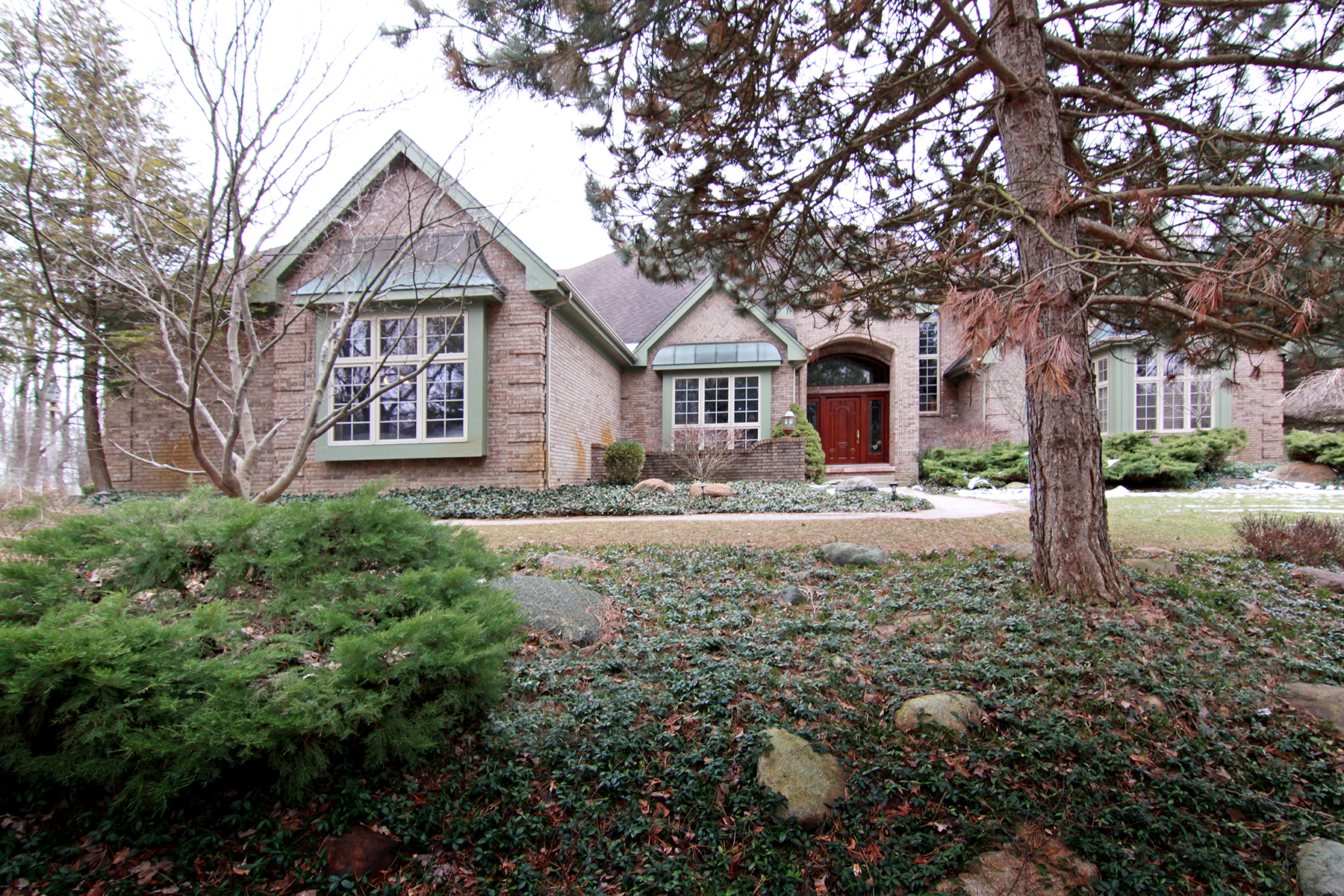 Частный односемейный дом для того Продажа на Canton Township 8400 N Ridge Road Canton, Мичиган, 48187 Соединенные Штаты