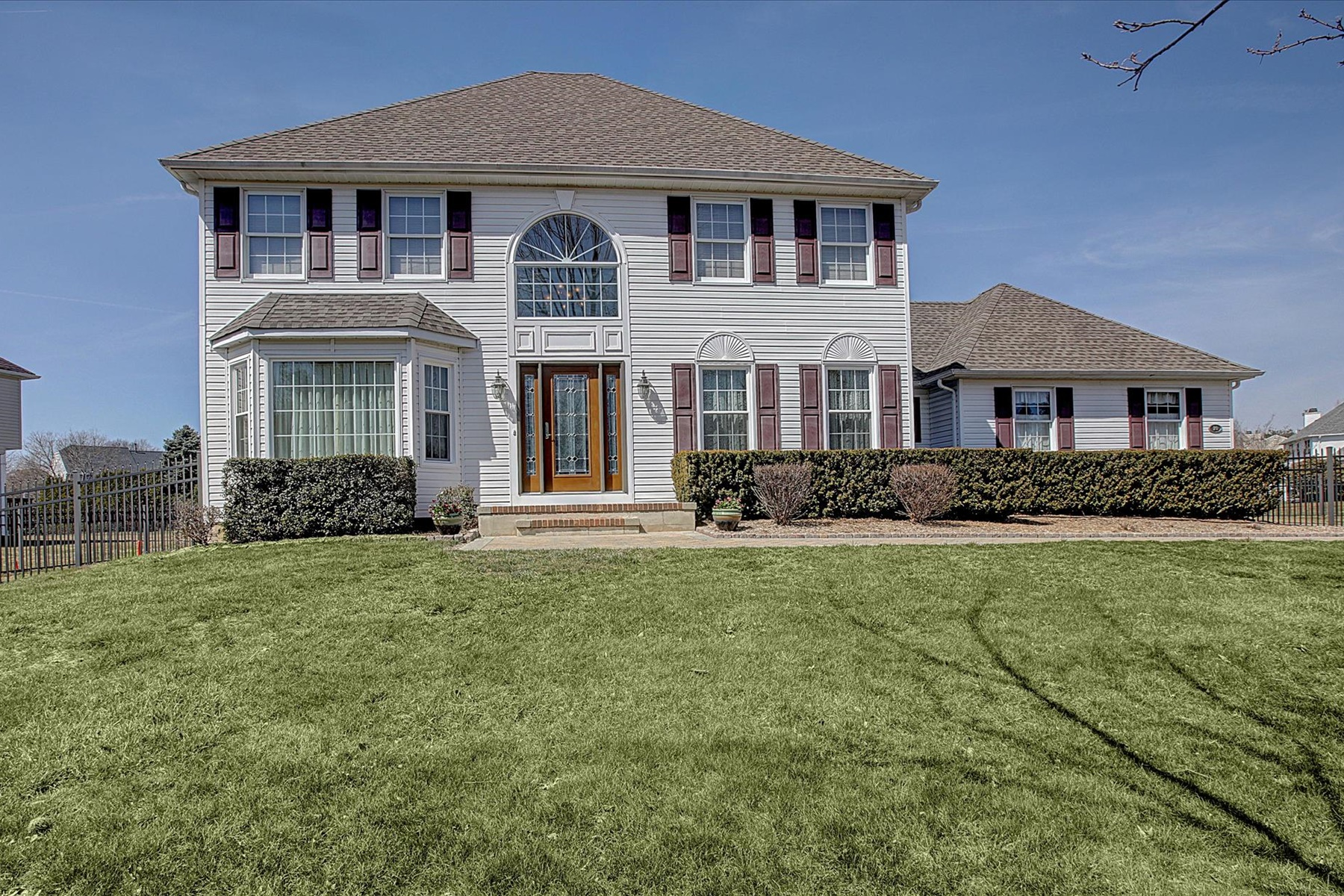 Single Family Home for Sale at Squires Gate 10 Iroquois Drive, Freehold, New Jersey 07728 United States