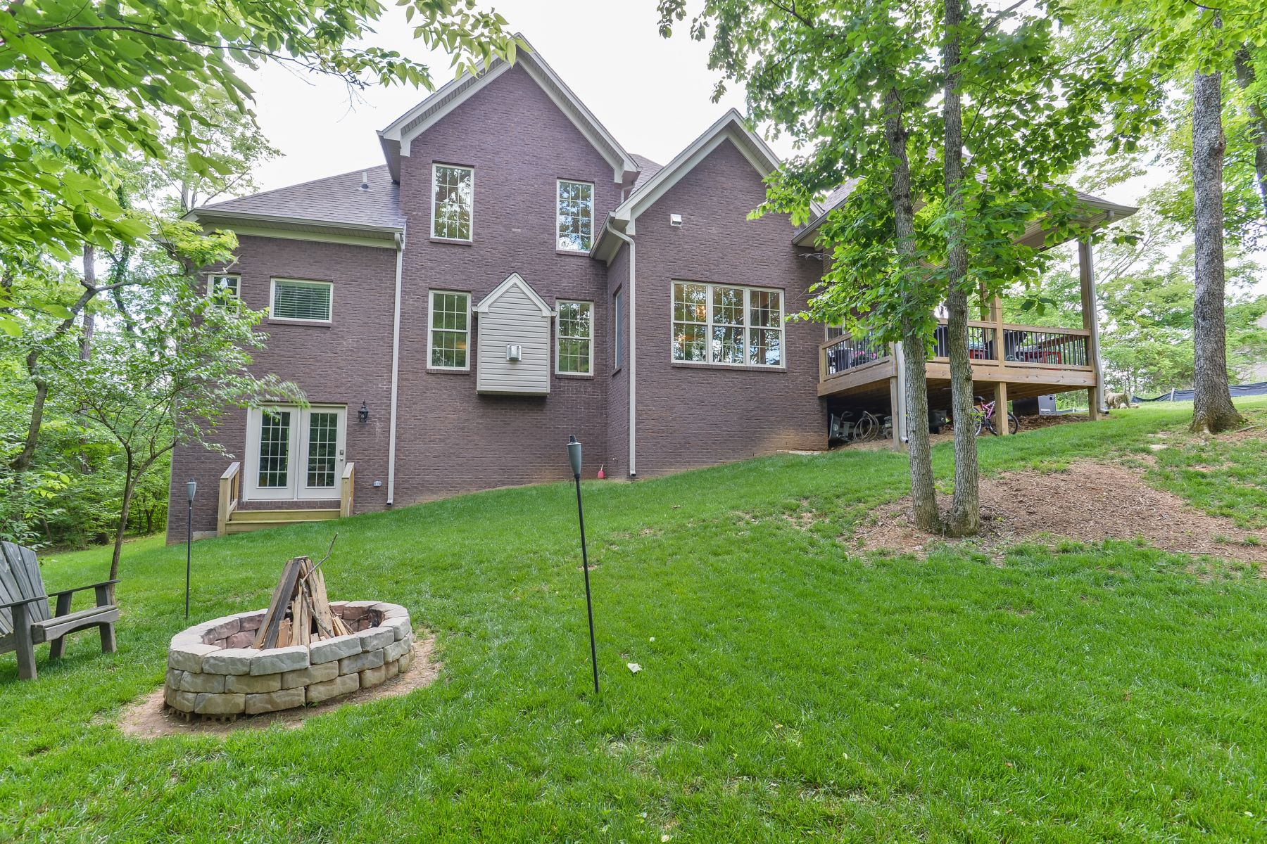 Additional photo for property listing at 405 Ashworth Lane  Louisville, Kentucky 40245 United States