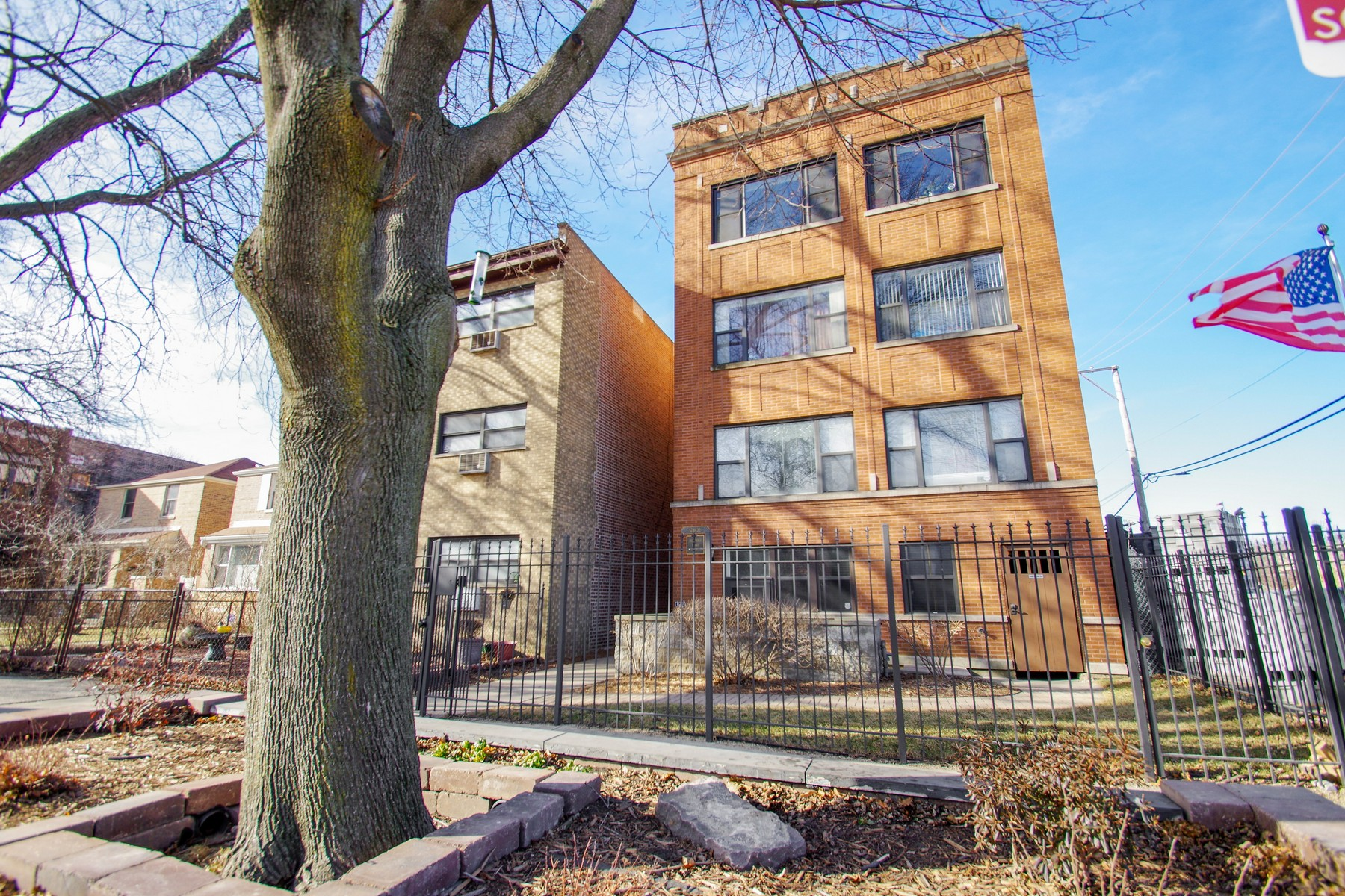 Condominium for Sale at Spacious Andersonville English Garden Unit 5732 N Hermitage Avenue Unit G, Edgewater, Chicago, Illinois, 60660 United States