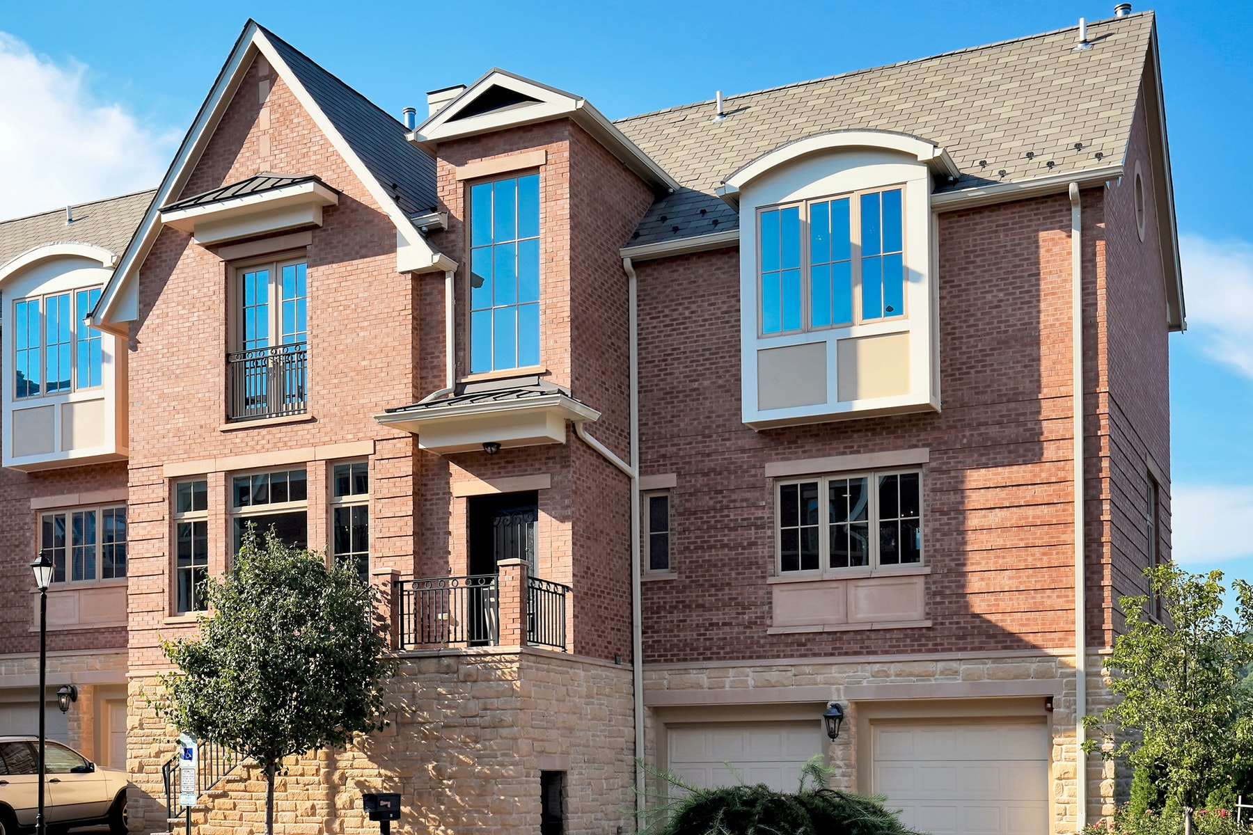 townhouses for Active at The Moorings 18 Moorings Lane Edgewater, New Jersey 07020 United States