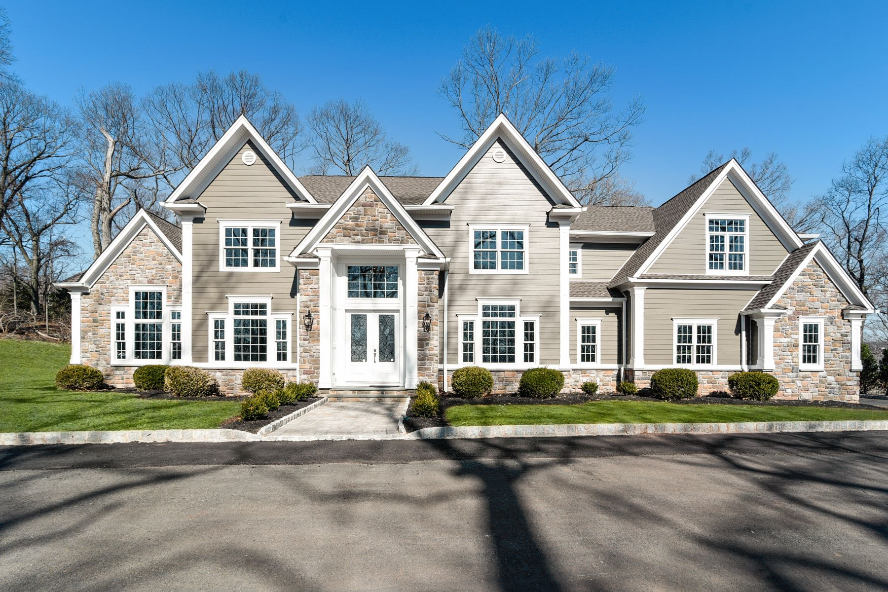Single Family Homes للـ Sale في Luxurious Custom Colonial 1293 Johnston Drive Watchung, New Jersey 07069 United States