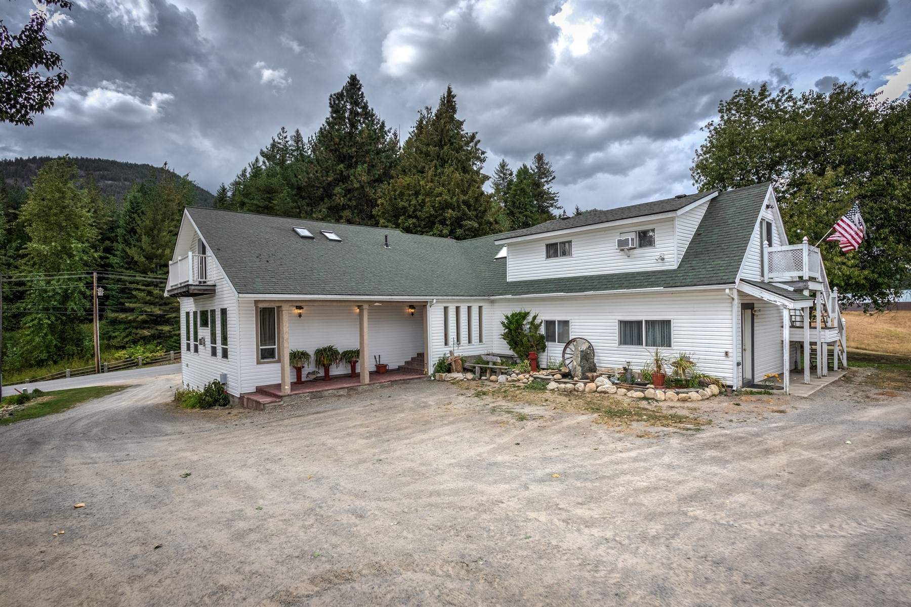 Multi-Family Homes for Active at Multi-Faceted Investment Property, Perfect Luxury Retreat! 10485 N Boyer Sandpoint, Idaho 83864 United States