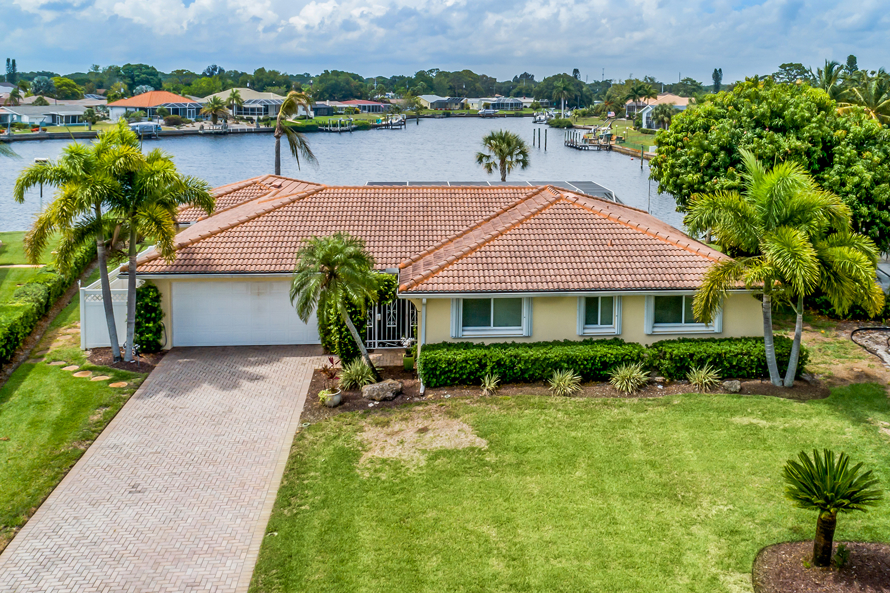 single family homes for Active at ENGLEWOOD ISLES 32 Windsor Dr Englewood, Florida 34223 United States
