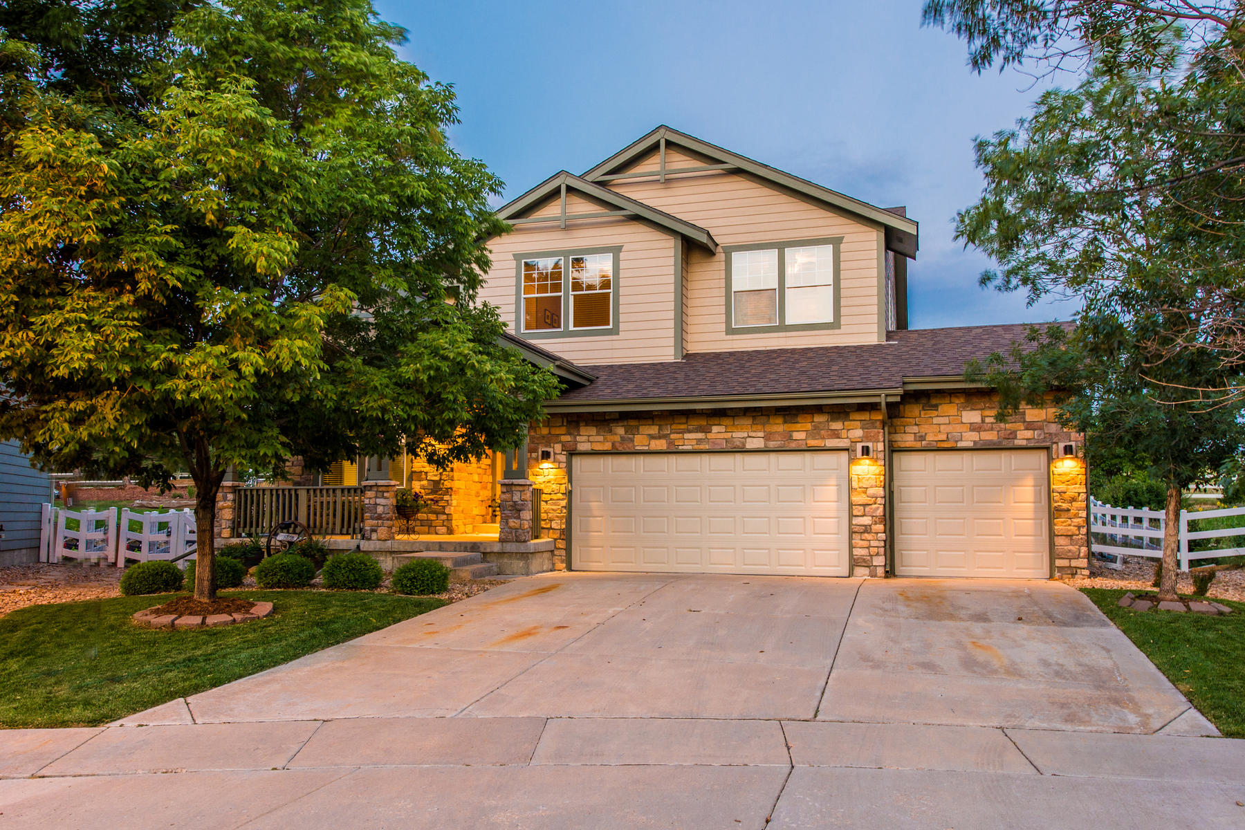 Single Family Home for Sale at Storybook Scene. 1570 S Goldbug Cir Murphy Creek, Aurora, Colorado, 80018 United States