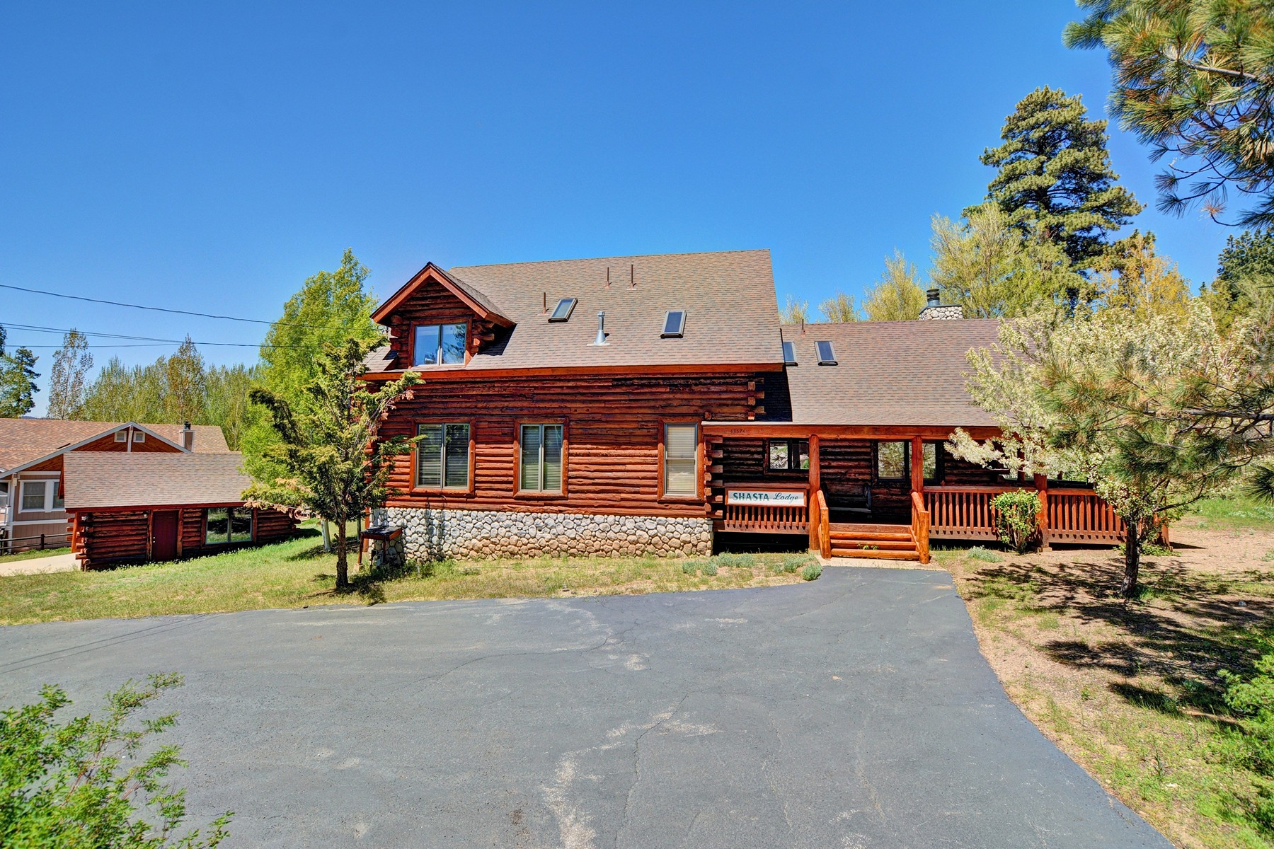 Single Family Home for Sale at Big Bear 43574 Shasta Road Big Bear Lake, California 92315 United States