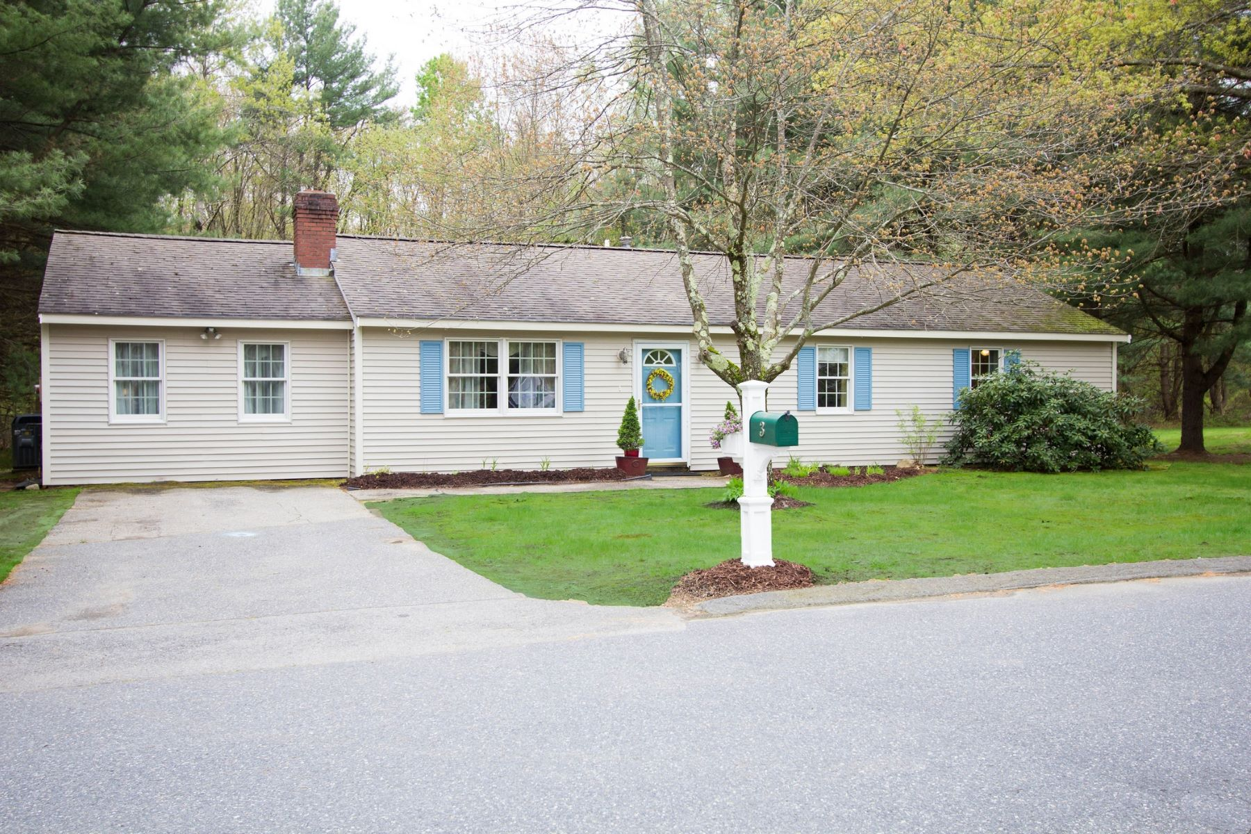 Single Family Homes for Active at 3 Nick Lane, Maynard 3 Nick Ln Maynard, Massachusetts 01754 United States