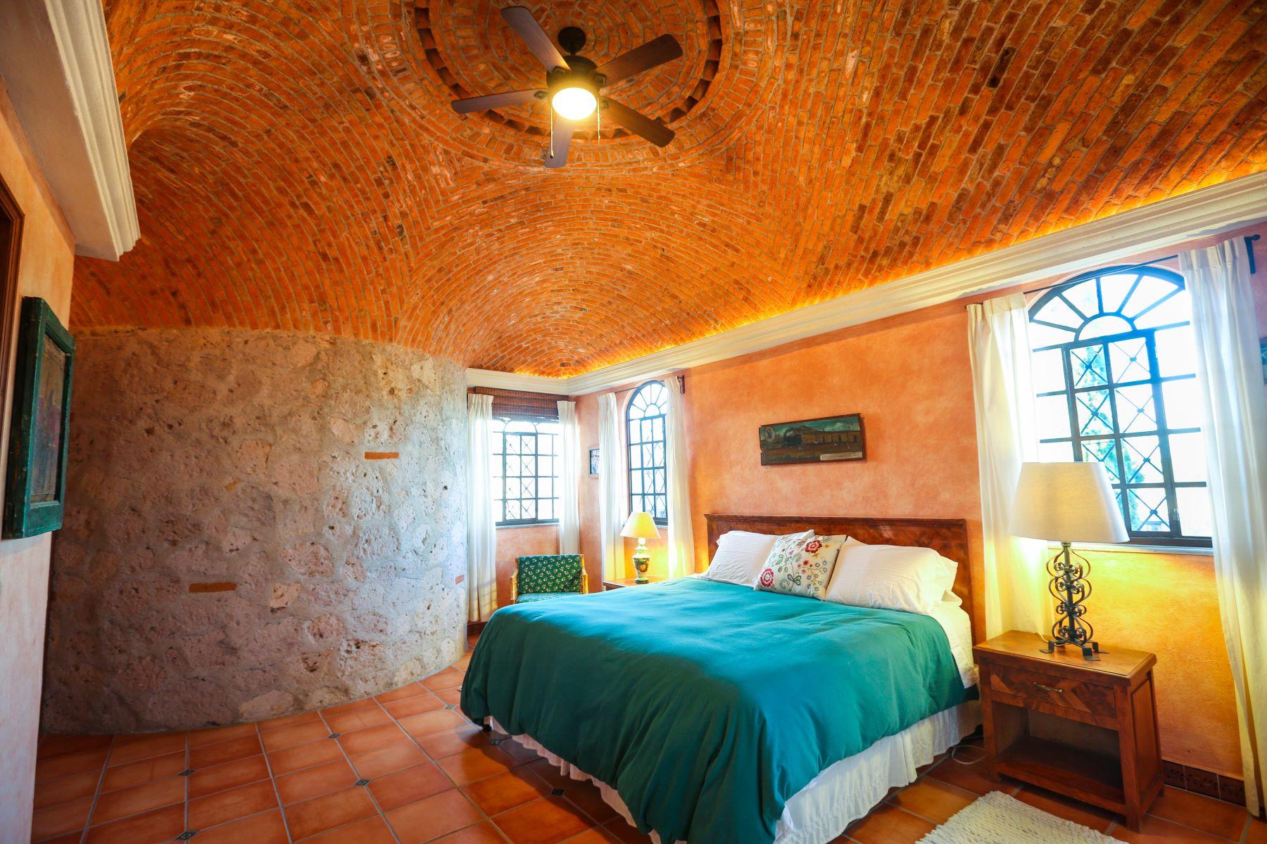 Additional photo for property listing at Casa Encantador Avenida Fray Juan de San Miguel 72 San Miguel De Allende, Guanajuato 37790 México