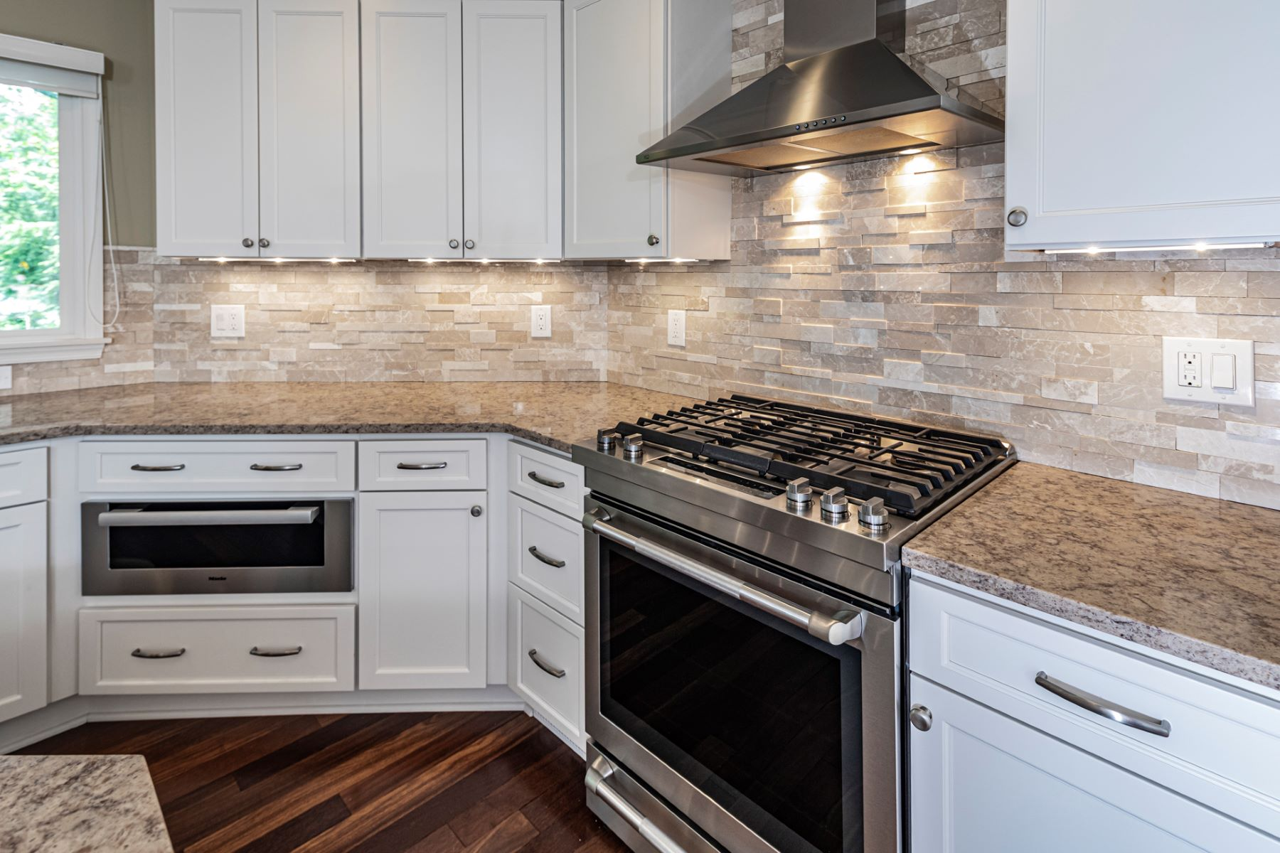 Additional photo for property listing at Feel Right At Home in this Open Concept Foorplan 41 Baldwin Street, Pennington, New Jersey 08534 United States