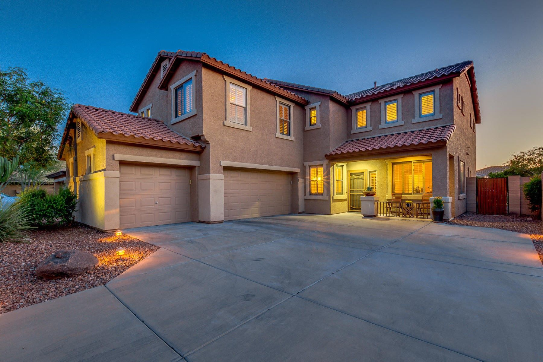 Casa Unifamiliar por un Venta en Gorgeous two story home in the gated community of Horseman's Park 16180 N 99th Pl Scottsdale, Arizona, 85260 Estados Unidos