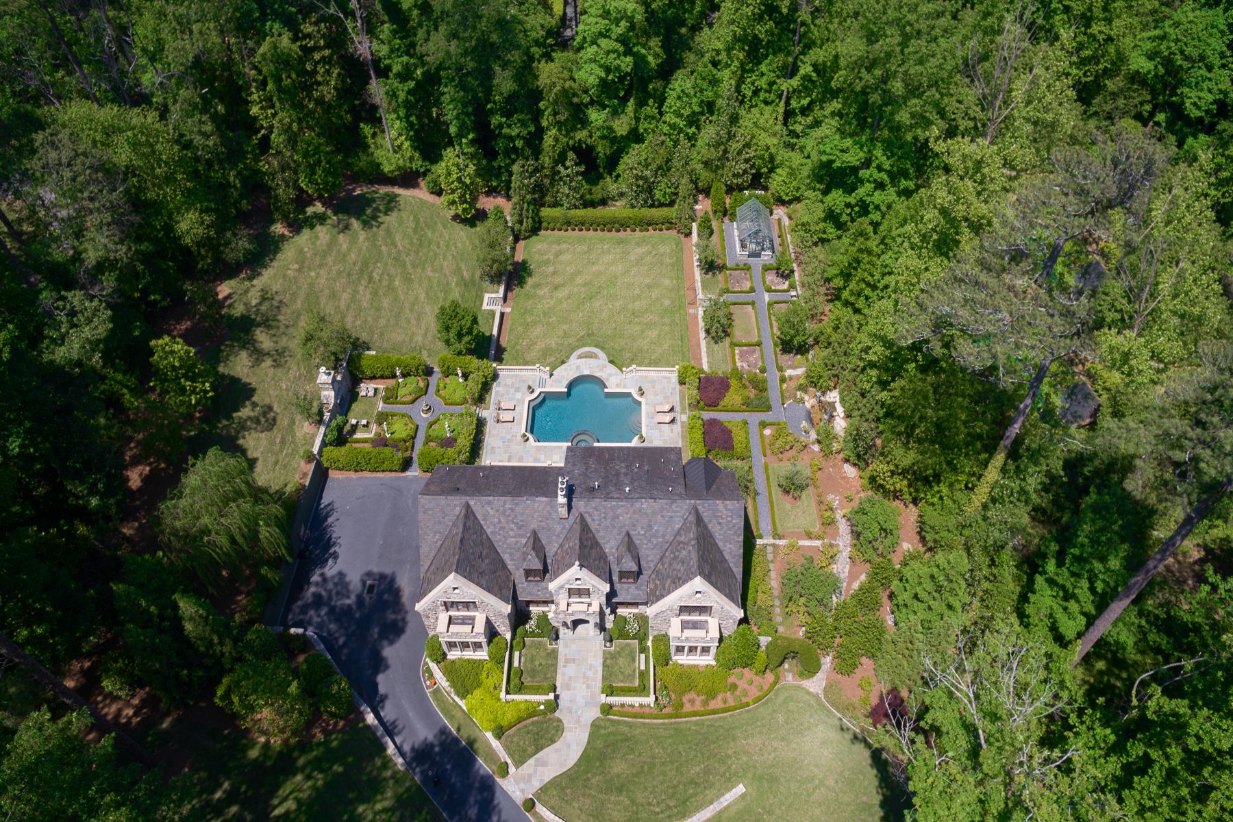 Maison unifamiliale pour l Vente à Magnificent Stone European Estate Home On Over Two Acres 1919 River Forest Road NW Buckhead, Atlanta, Georgia, 30327 États-Unis
