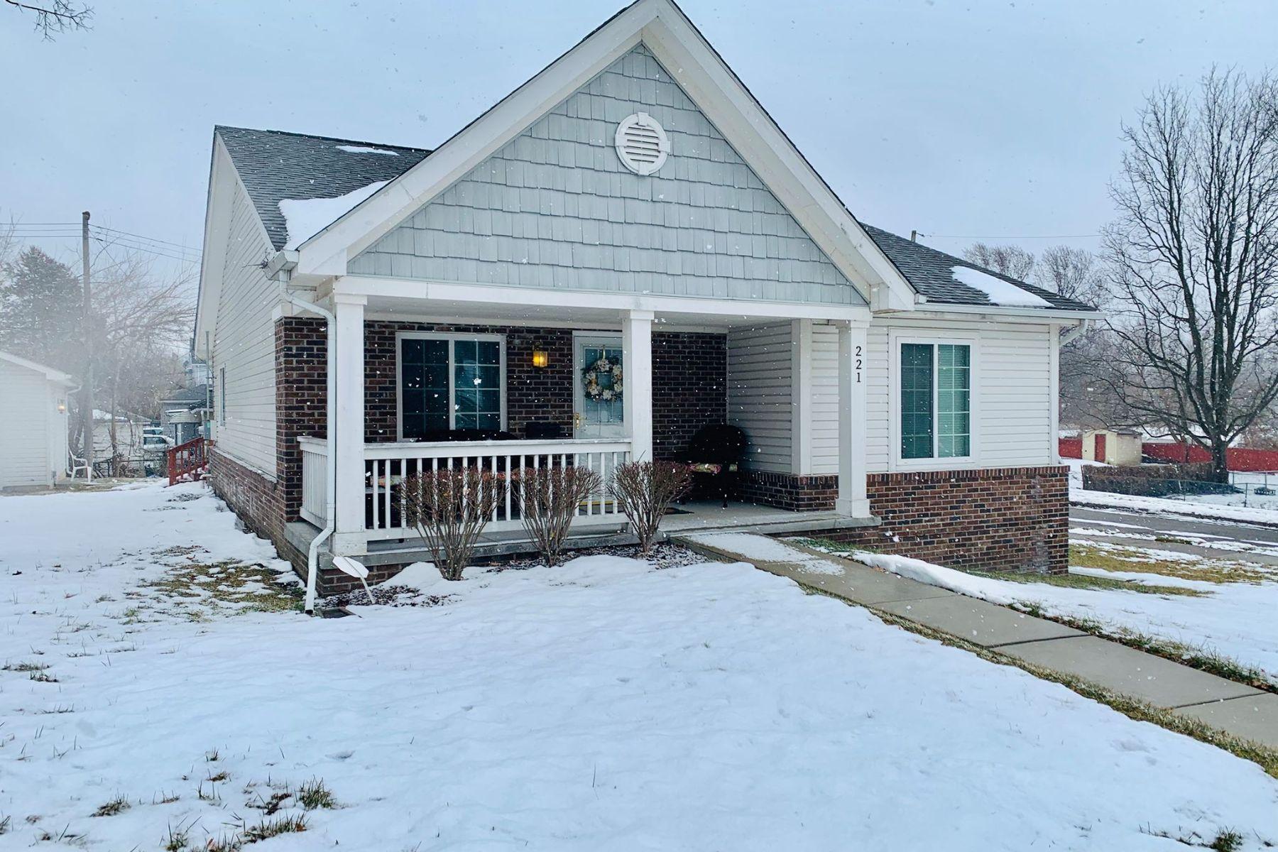 Single Family Homes para Venda às Pontiac 221 S. Jessie St., Pontiac, Michigan 48342 Estados Unidos