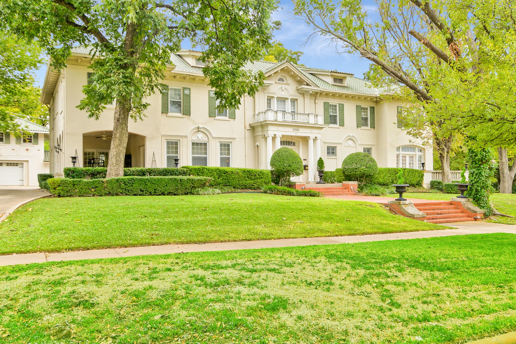 Single Family Homes for Sale at Iconic 1918 Historic District Mansion in Fort Worth 1315 Elizabeth Boulevard Fort Worth, Texas 76110 United States