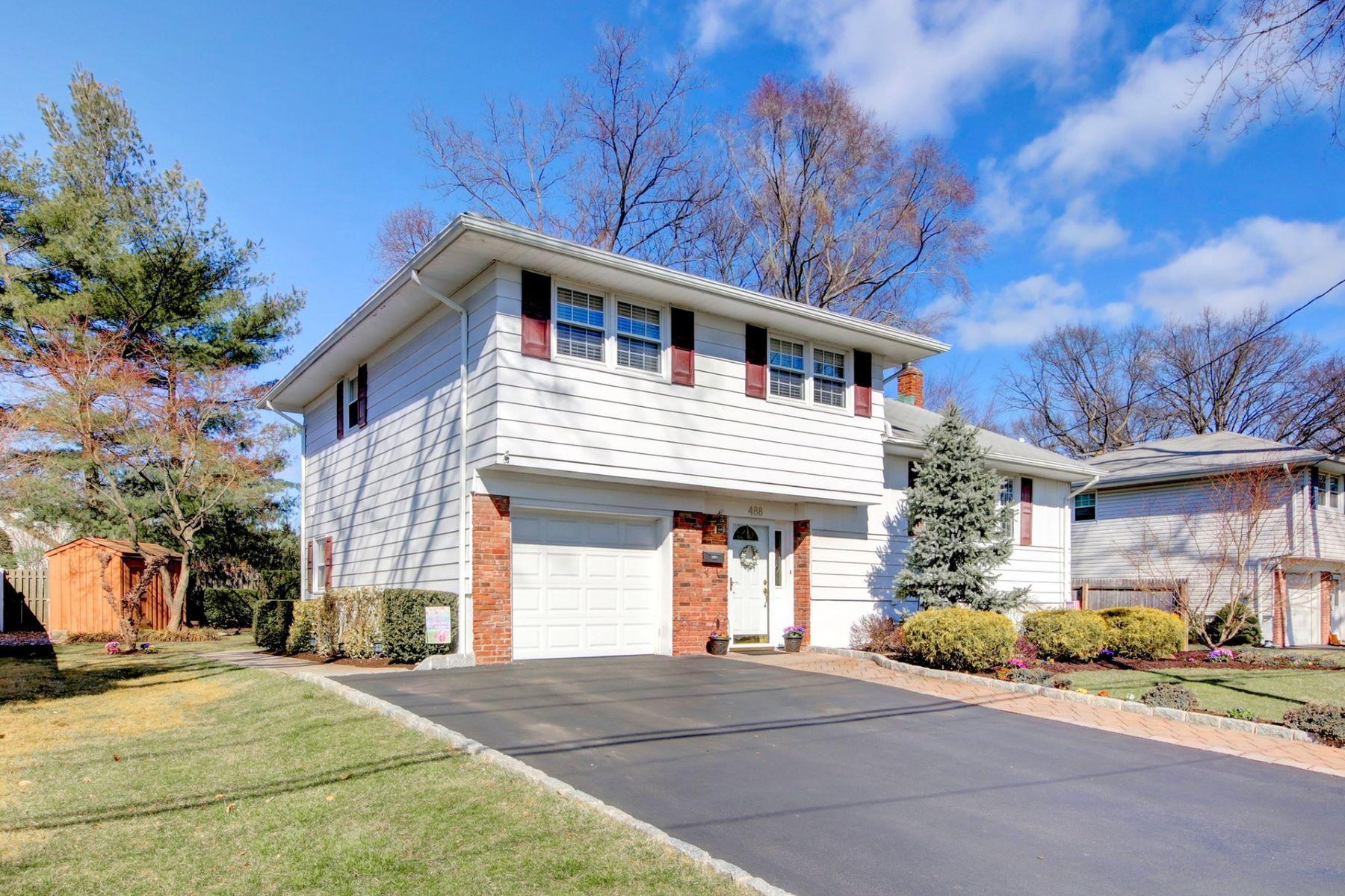 single family homes per Vendita alle ore Beautiful 488 Prospect Ave, Dumont, New Jersey 07628 Stati Uniti
