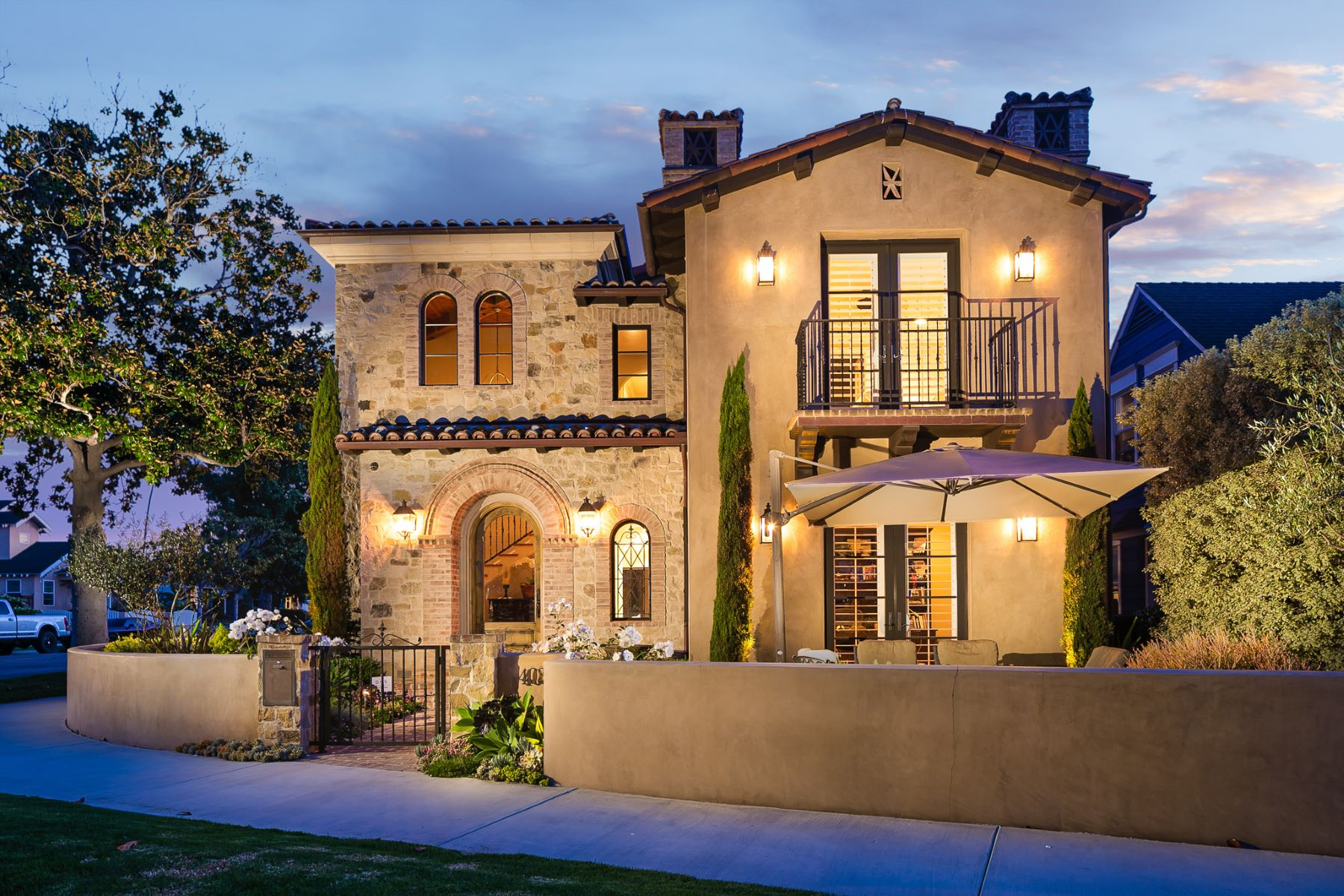 Single Family Homes for Active at 403 Crest Ave Huntington Beach, California 92648 United States
