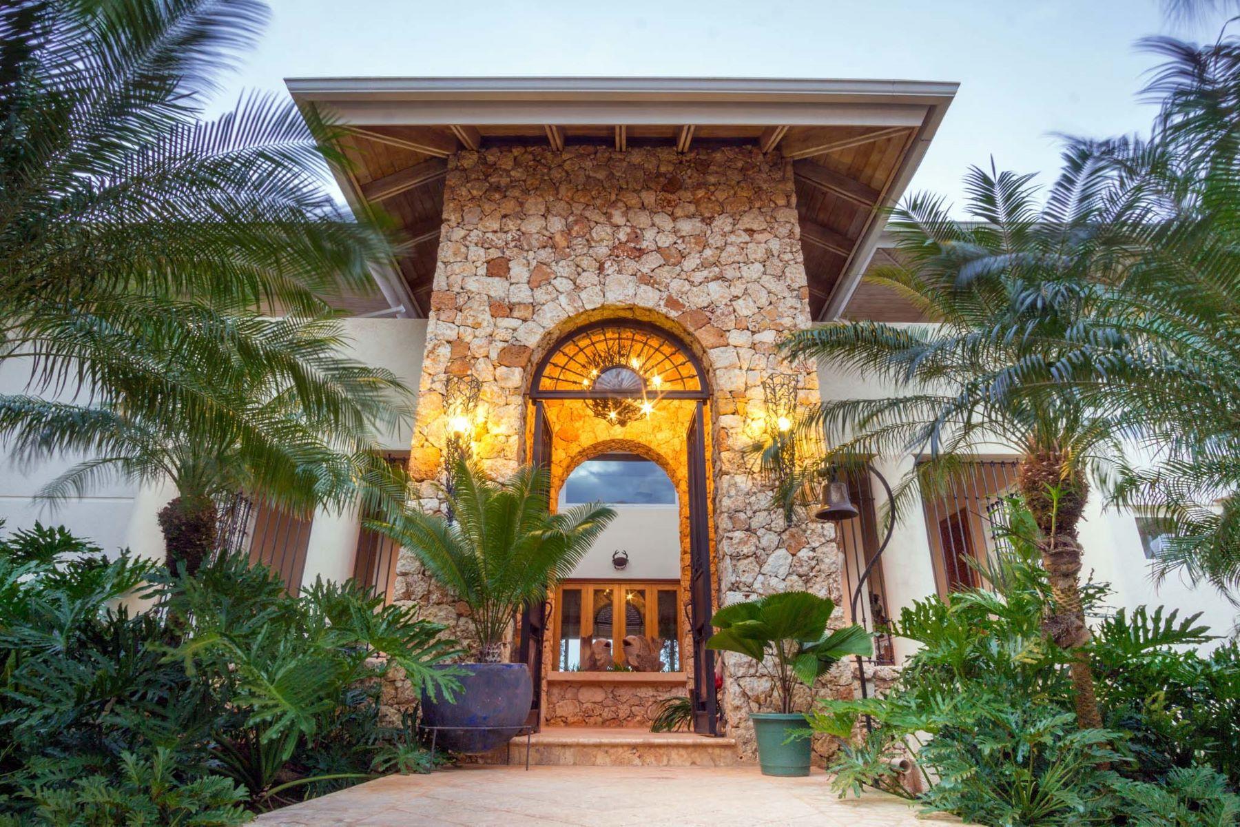 Частный односемейный дом для того Продажа на Classical Caribbean Architecture with Tropical Aura overlooking the Chavon River Casa De Campo, La Romana, Доминиканская Республика