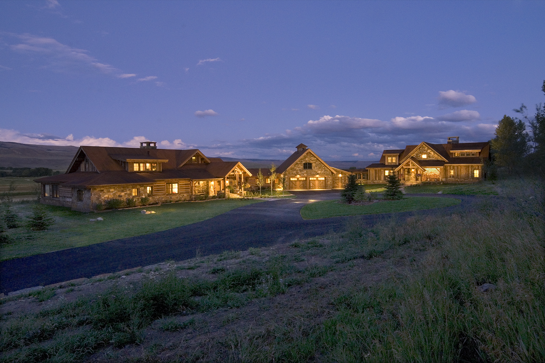 Casa Unifamiliar por un Venta en The D-Bar Ranch is the ultimate legacy luxury estate. 800 Eagle Meadow Drive Gunnison, Colorado, 81230 Estados Unidos