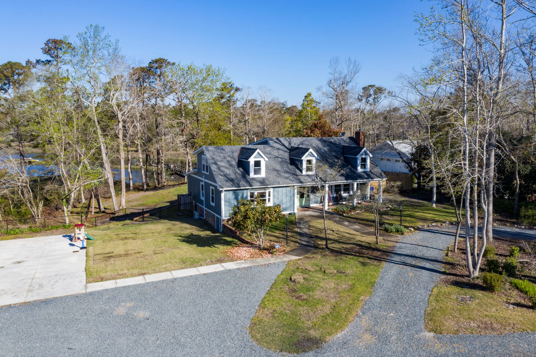 Single Family Home for Active at Specious Home with Coastal Outdoor Paradise 436 Creekview Drive E Hampstead, North Carolina 28443 United States