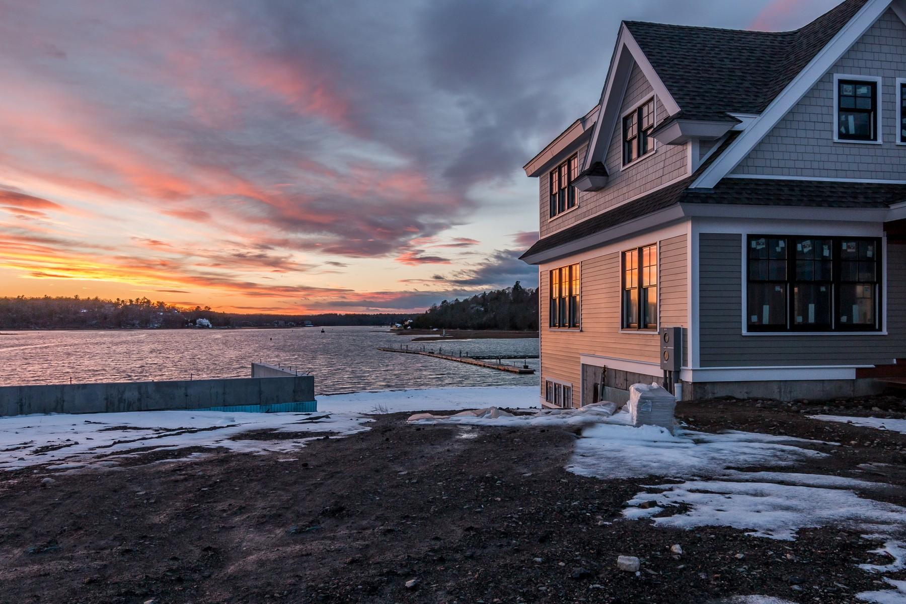 Maison accolée pour l Vente à New Luxury Waterfront Homes 57 Riverside Avenue Gloucester, Massachusetts 01930 États-Unis